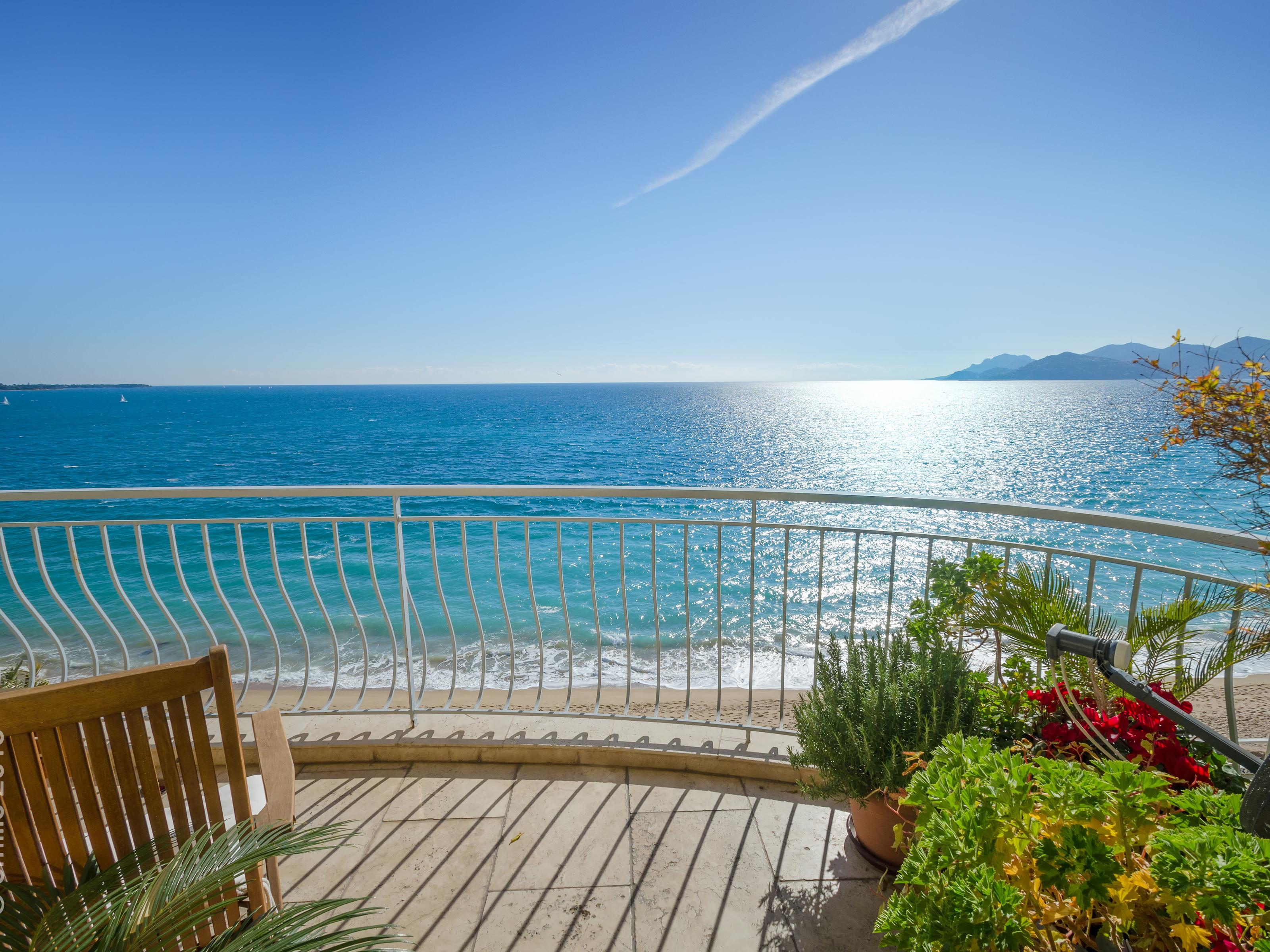 Căn hộ vì Bán tại Beach front Penthouse Cannes, Provence-Alpes-Cote D'Azur 06400 Pháp