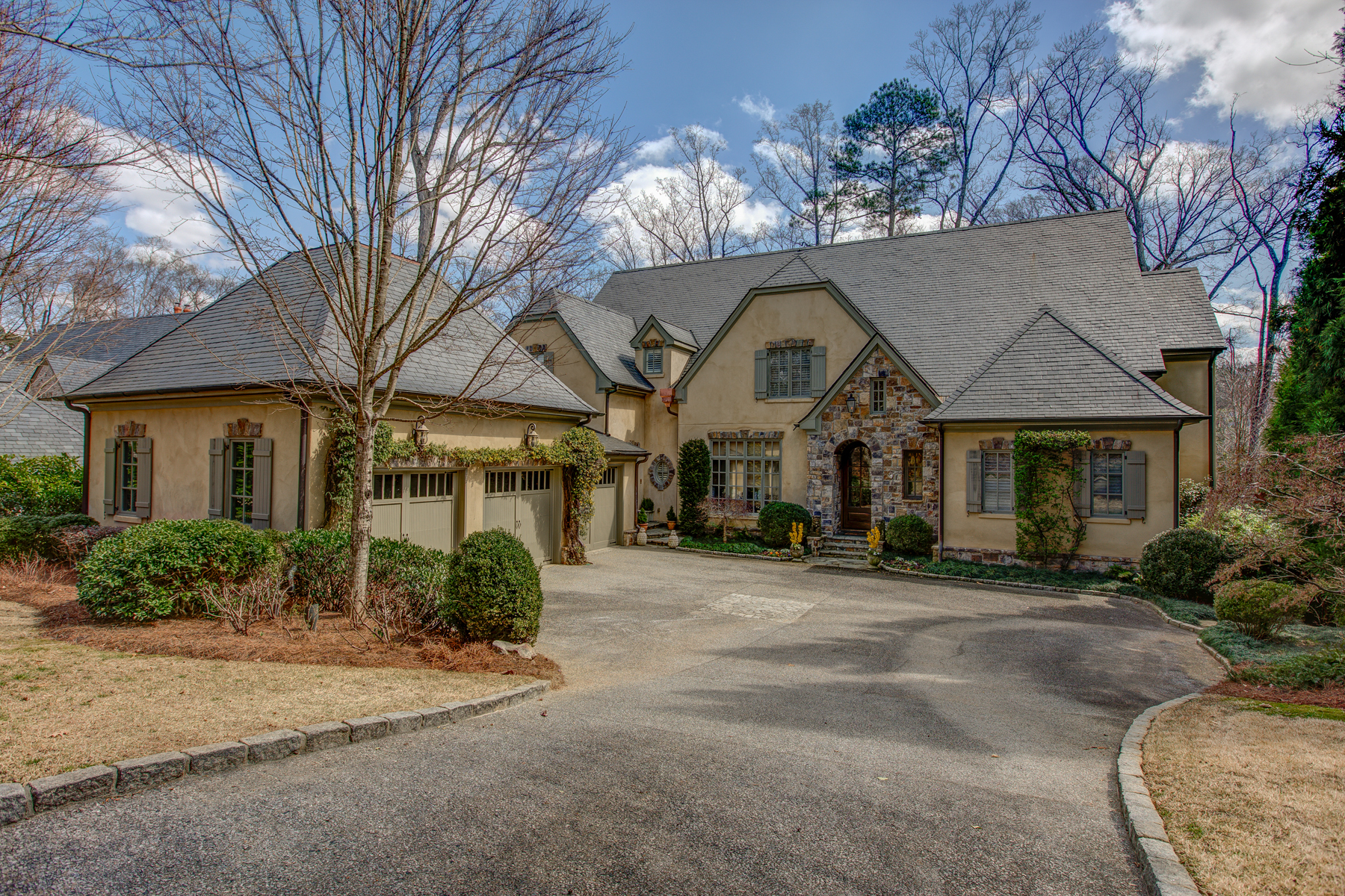 Vivienda unifamiliar por un Venta en Exceptional Home In Private Gated Enclave In Heart Of Buckhead 675 West Paces Ferry Road #5 Atlanta, Georgia, 30327 Estados Unidos