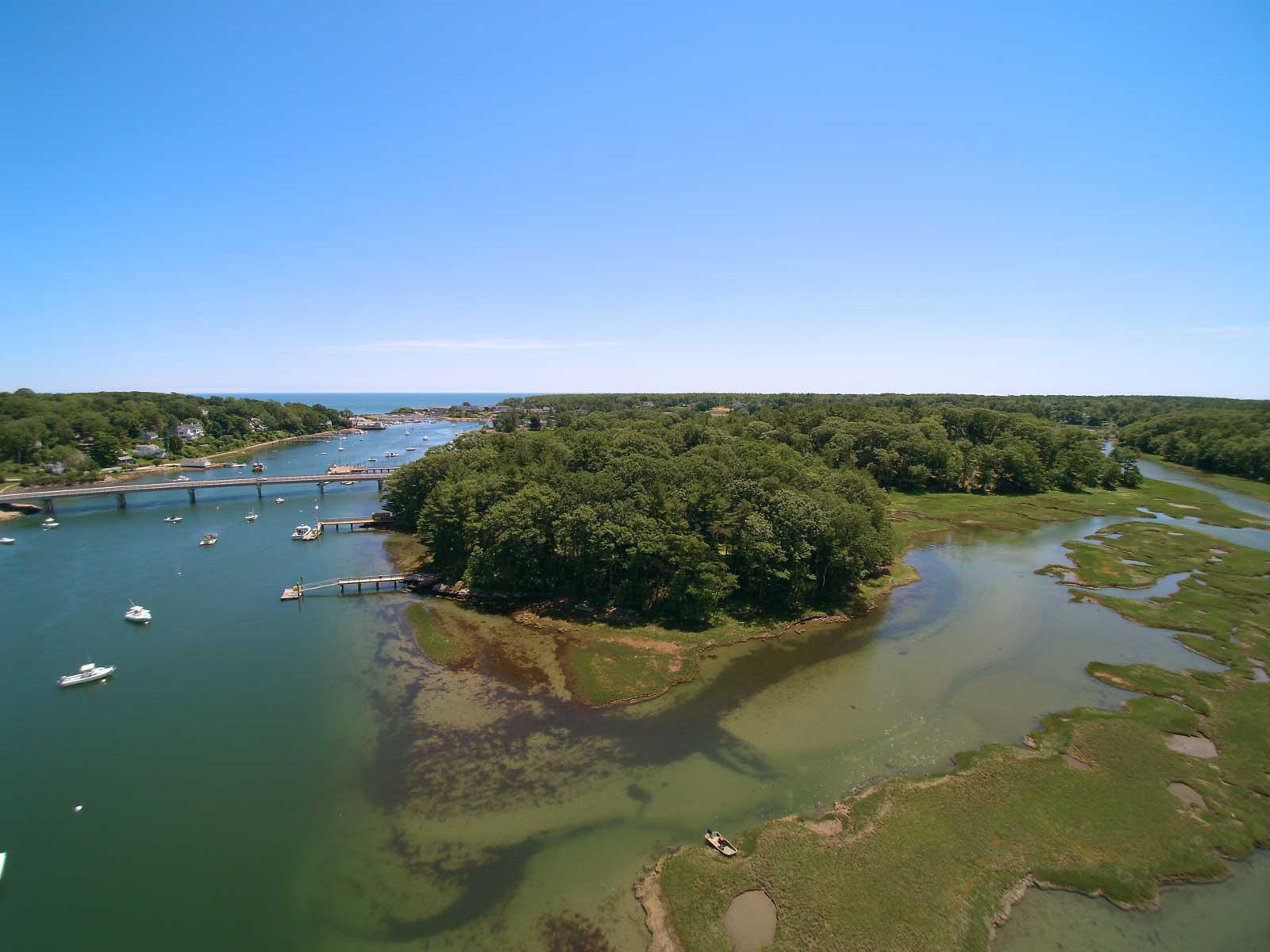단독 가정 주택 용 매매 에 Unique York Harbor Island Living 3 Pine Island York, 마이애미 03909 미국