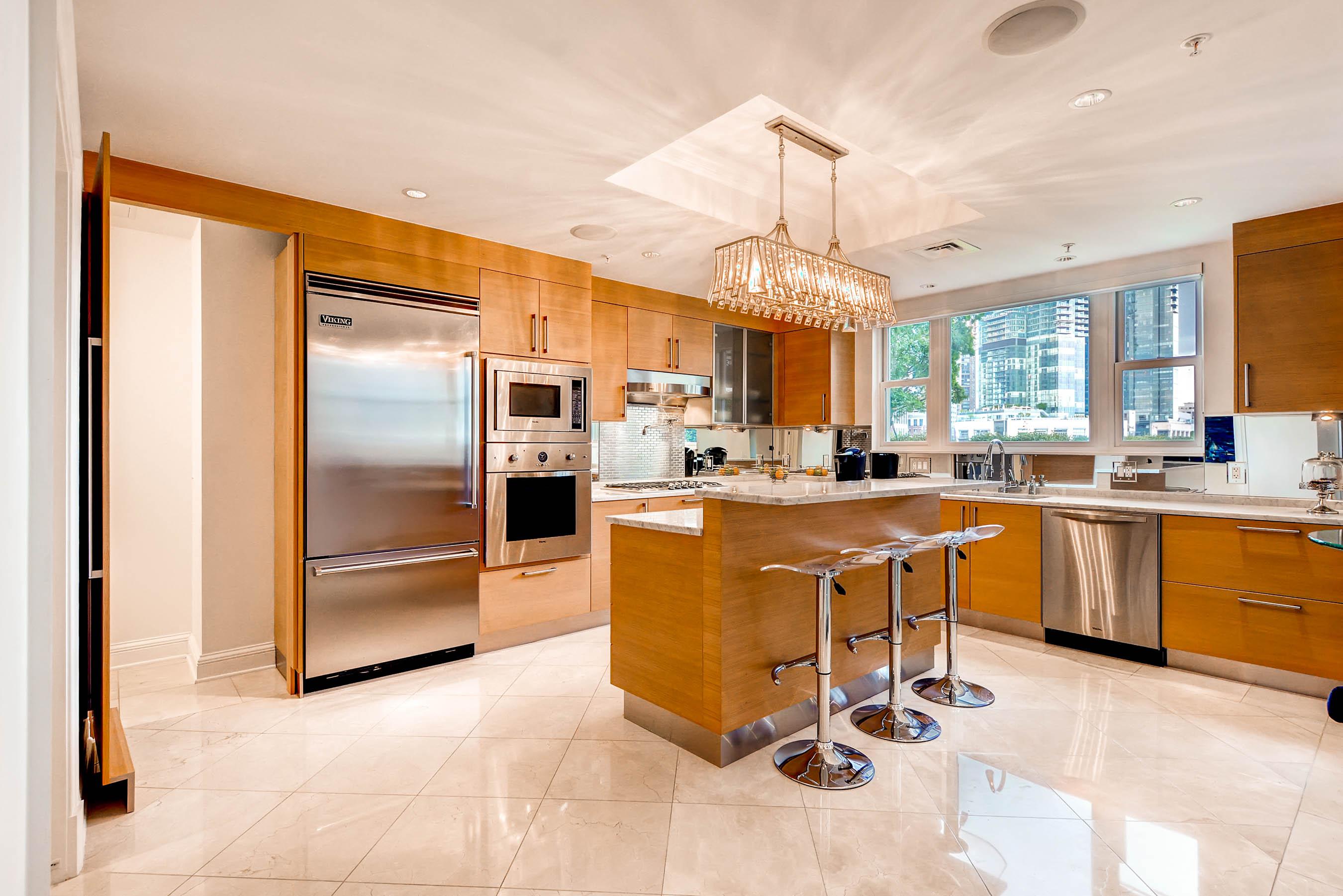 Condomínio para Venda às The Ritz-Carlton Residences 801 Key Highway #111 Baltimore, Maryland, 21230 Estados Unidos