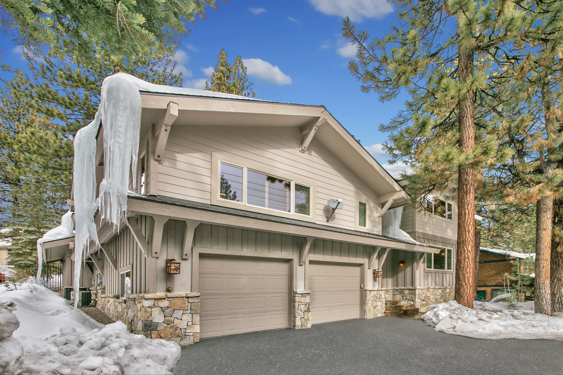 Maison unifamiliale pour l Vente à 629 Village Boulevard Incline Village, Nevada, 89451 États-Unis