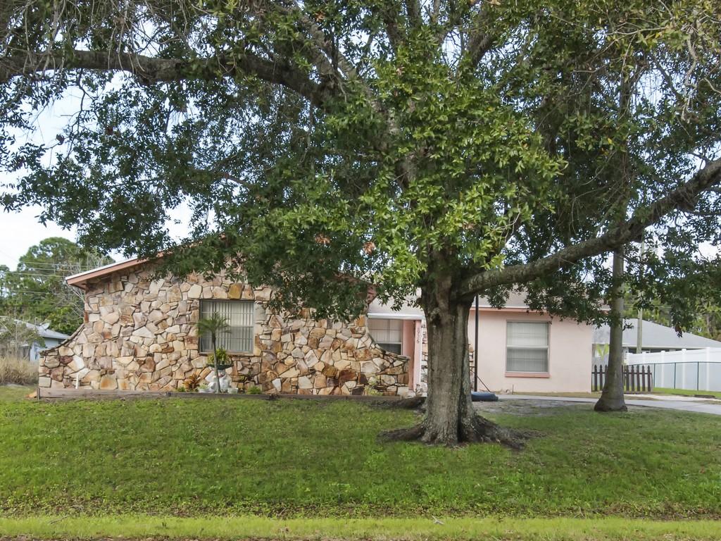 Casa para uma família para Venda às Great CBS home in quiet neighborhood 926 Flamingo Avenue Sebastian, Florida 32958 Estados Unidos