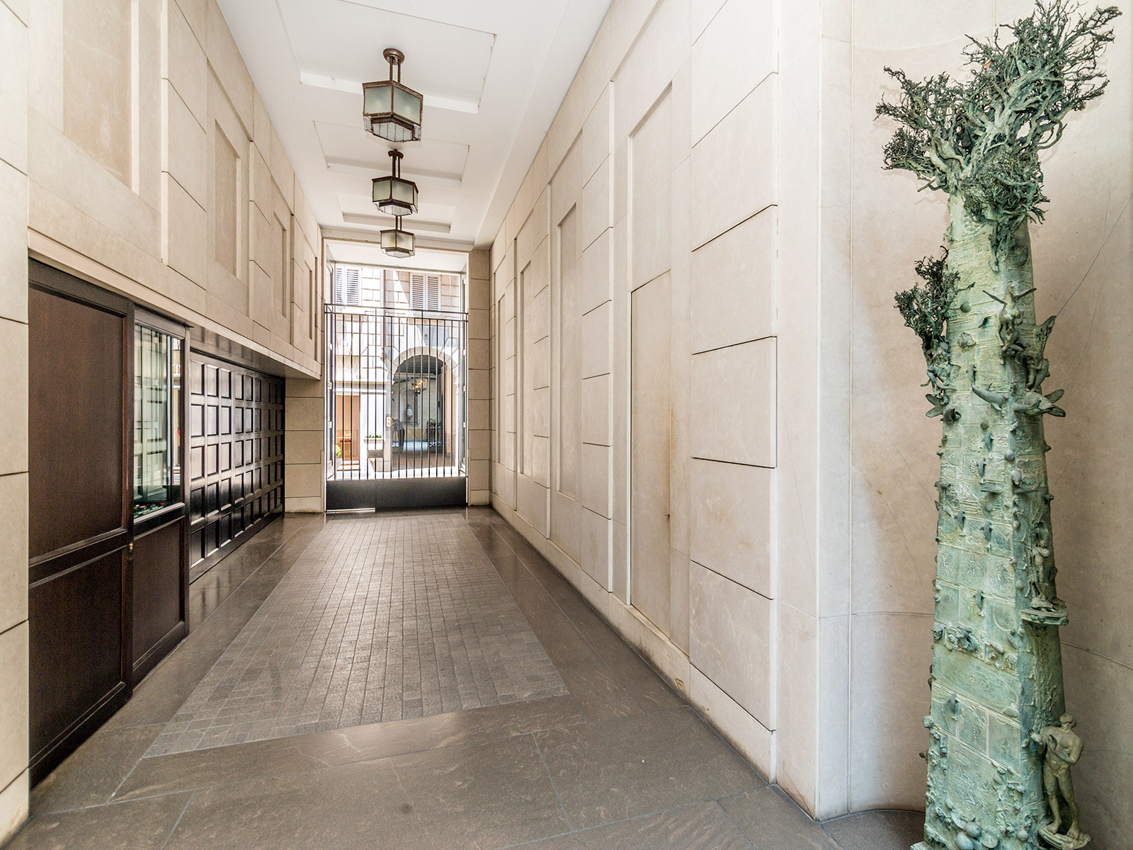 Additional photo for property listing at Entire Palazzo for sale in Fashion District Via Santo Spirito Milano, Milan 20121 Italien