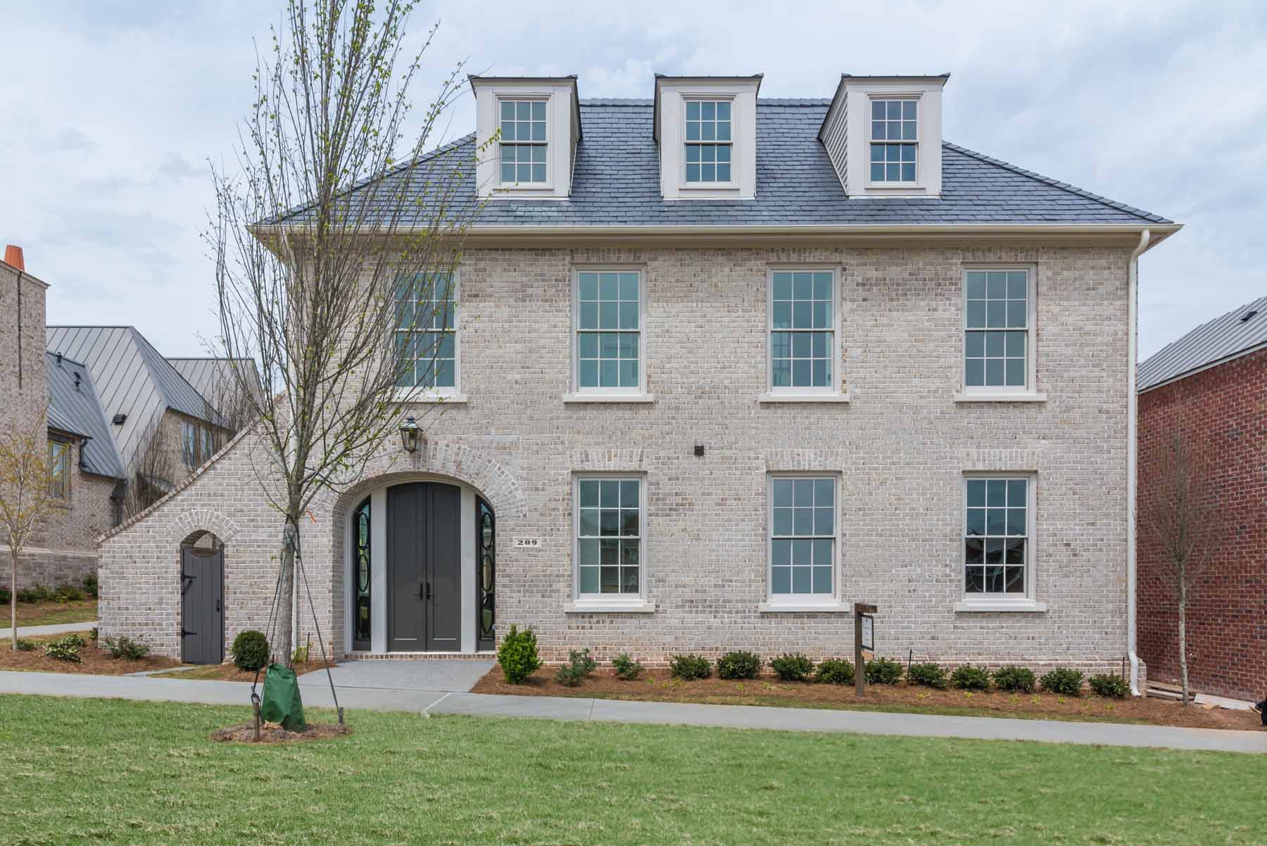 Vivienda unifamiliar por un Venta en Elegant Courtyard Villa Collection at Avalon 336 S Esplanade Alpharetta, Georgia, 30009 Estados Unidos