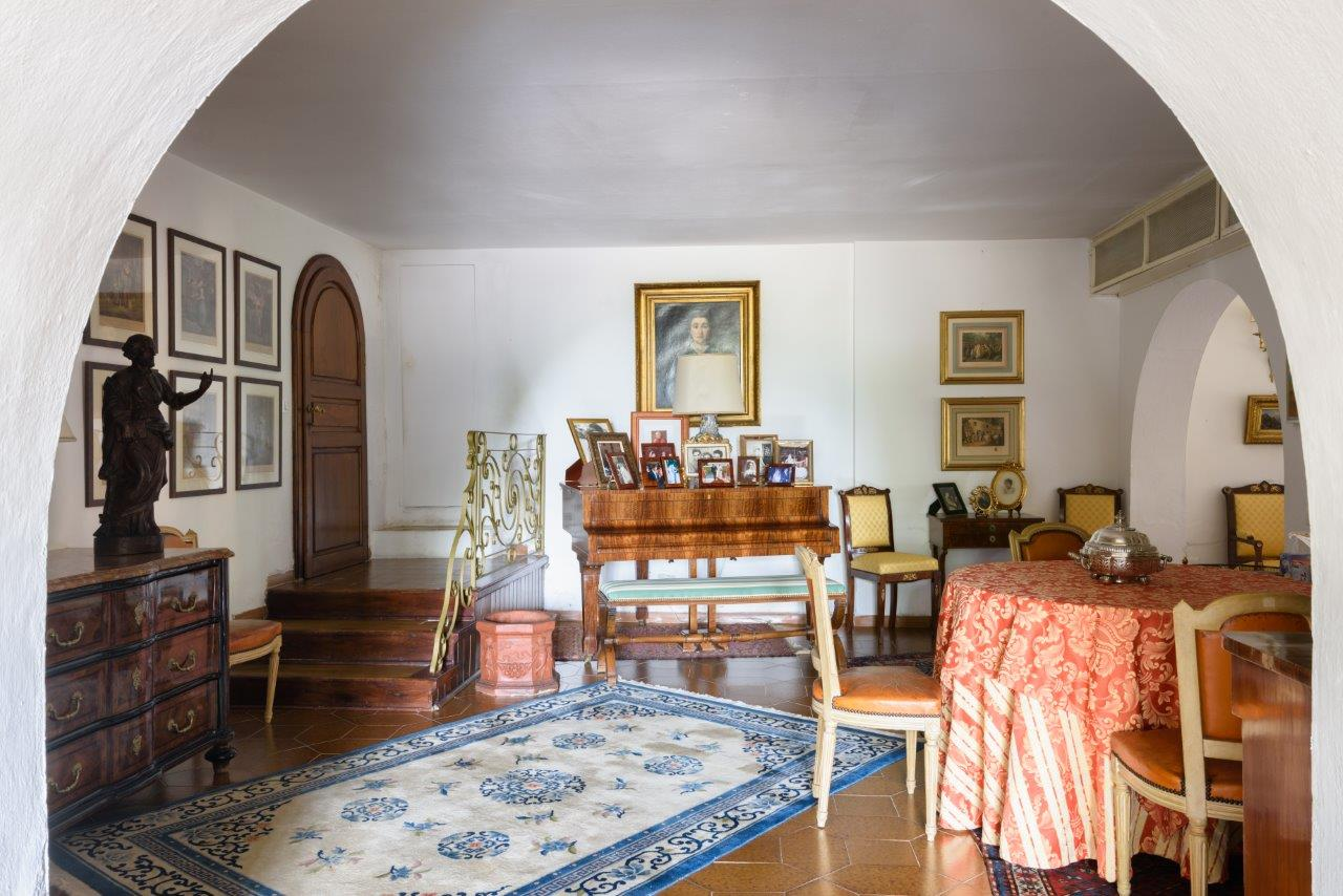 Additional photo for property listing at Refined residence on a hill with views of the sea Strada provinciale del Passo di Bocca di Valle Castagneto Carducci, Livorno 57022 Italy