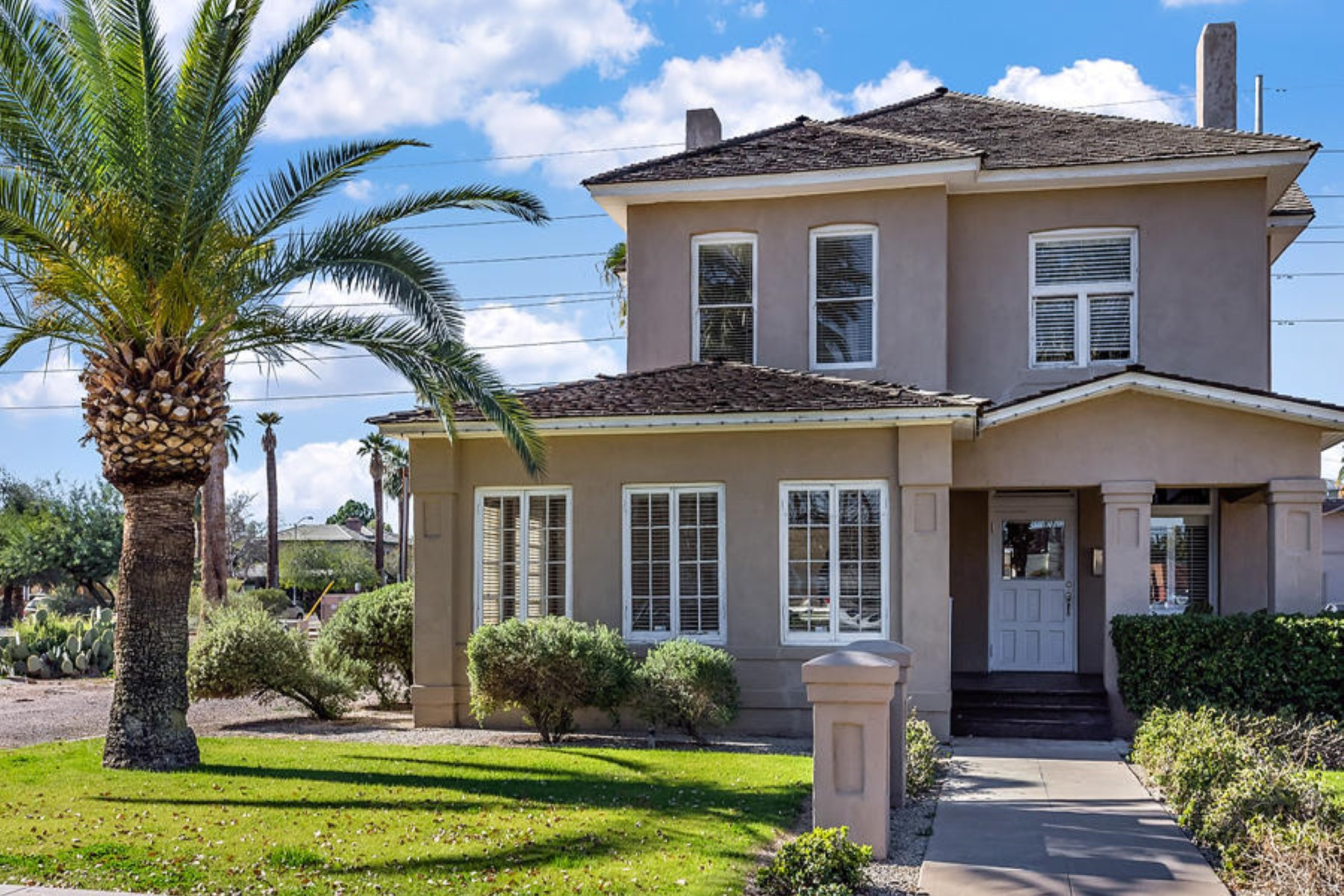 Vivienda unifamiliar por un Venta en Beautiful two-story property located in the Roosevelt Historic District 812 N 2nd Ave Phoenix, Arizona, 85003 Estados Unidos