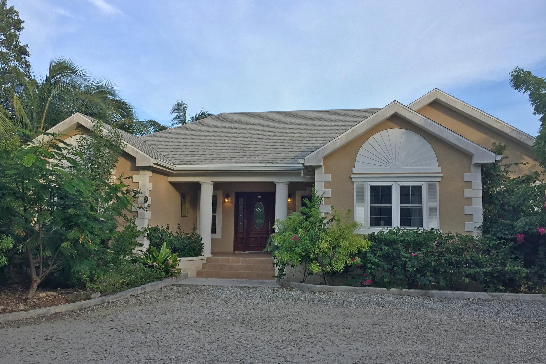 Maison unifamiliale pour l Vente à Leeward Home Dolphin Ave Leeward, Providenciales, TCI Îles Turques Et Caïques