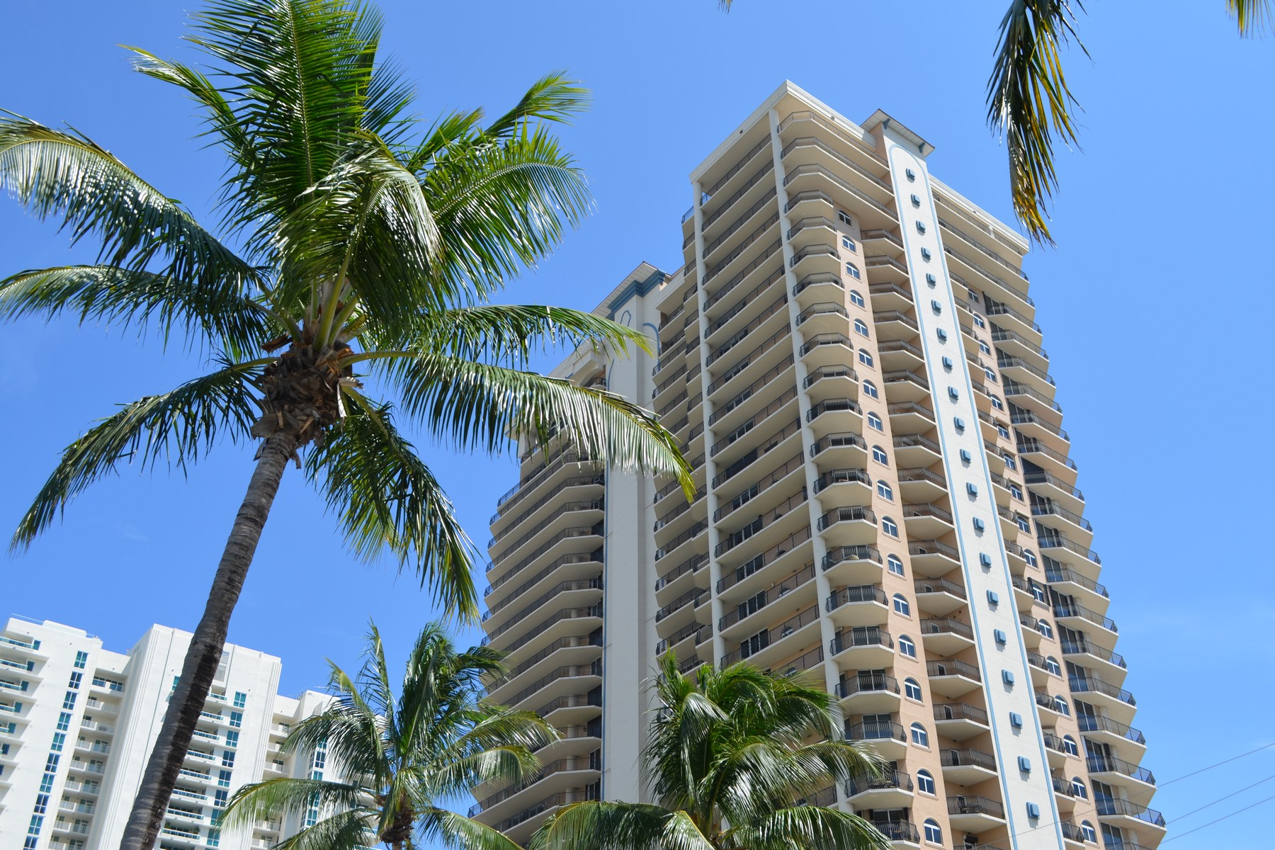 Condomínio para Venda às Jackson Tower 100 S Birch Rd #2501A Fort Lauderdale, Florida 33316 Estados Unidos