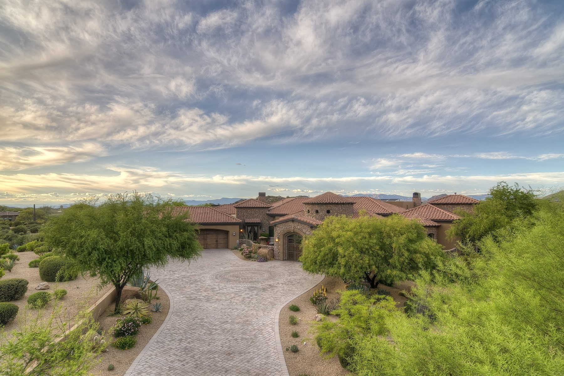 独户住宅 为 销售 在 Nothing Short of a Great Deal! 26868 N 117th Pl 斯科茨代尔, 亚利桑那州, 85262 美国