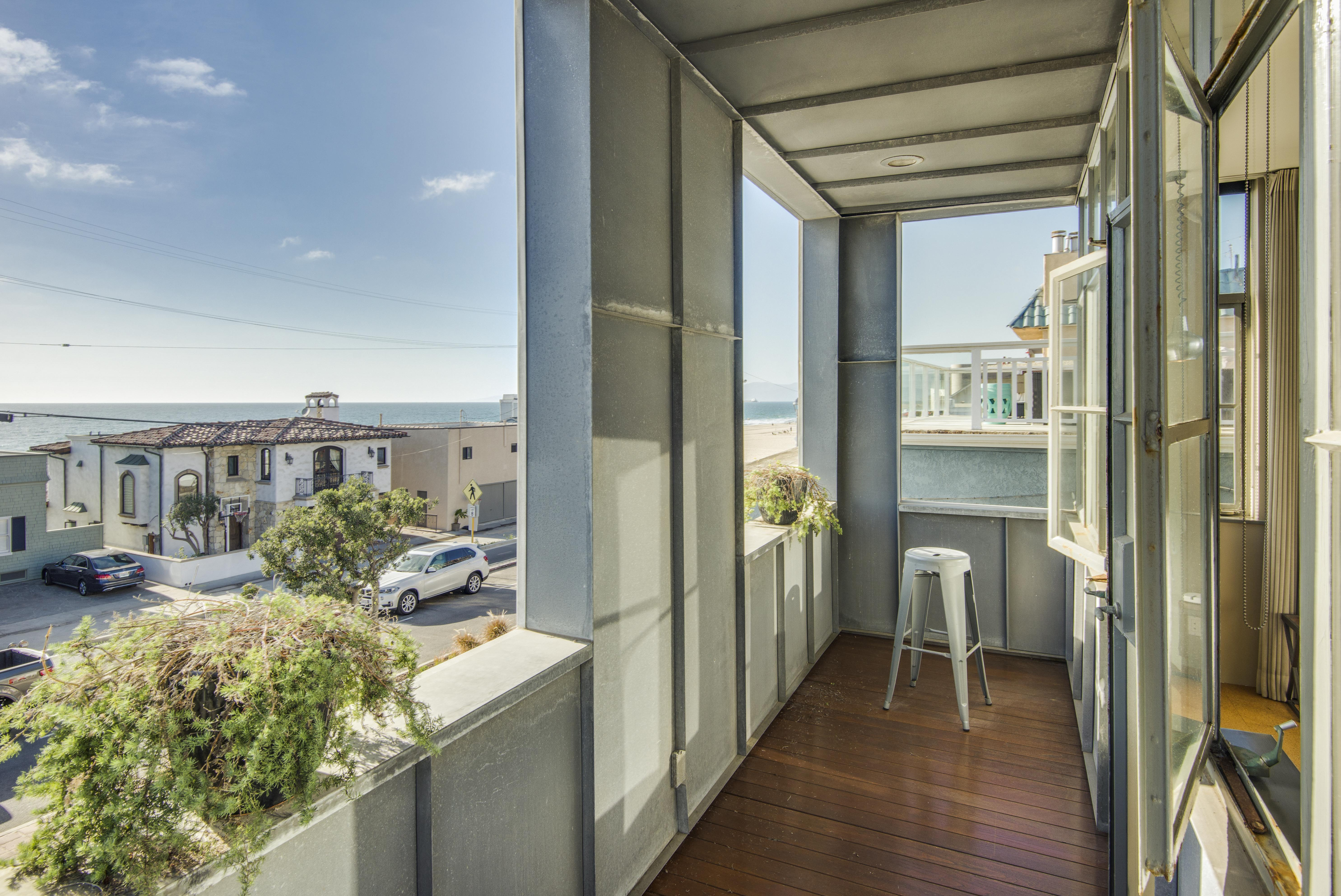 sales property at 3410 Hermosa Avenue