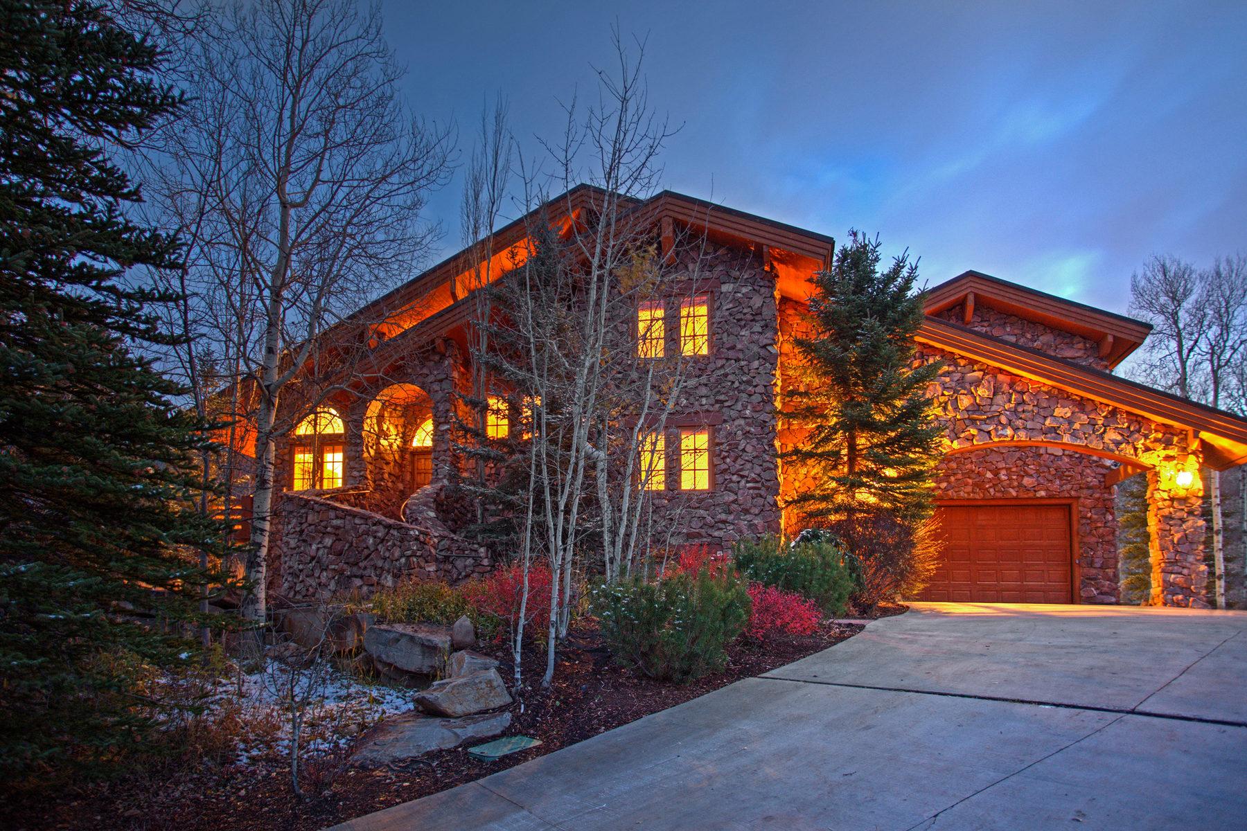 Частный односемейный дом для того Продажа на Heavily Wooded Mountain Home 8281 Trails Dr Park City, Юта, 84098 Соединенные Штаты