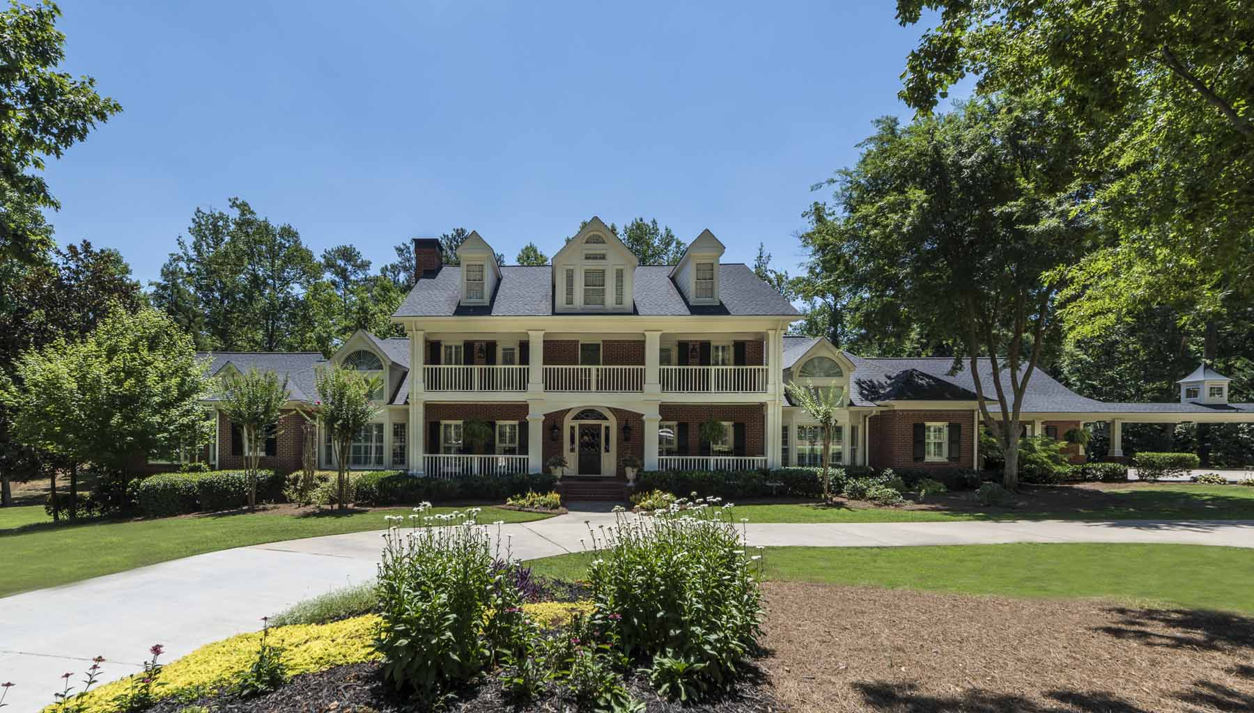 Moradia para Venda às Extraordinary Property in Johns Creek 345 Bardolier Johns Creek, Georgia 30022 United States