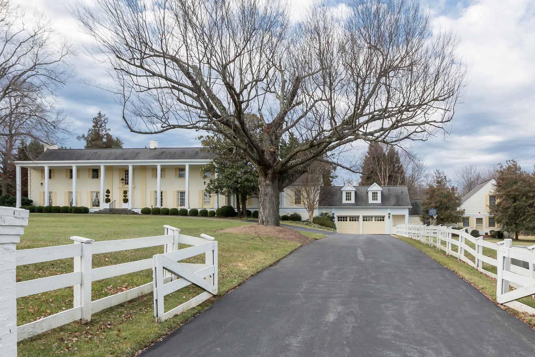 Nhà ở một gia đình vì Bán tại Potomac 9490 River Rd Potomac, Maryland, 20854 Hoa Kỳ