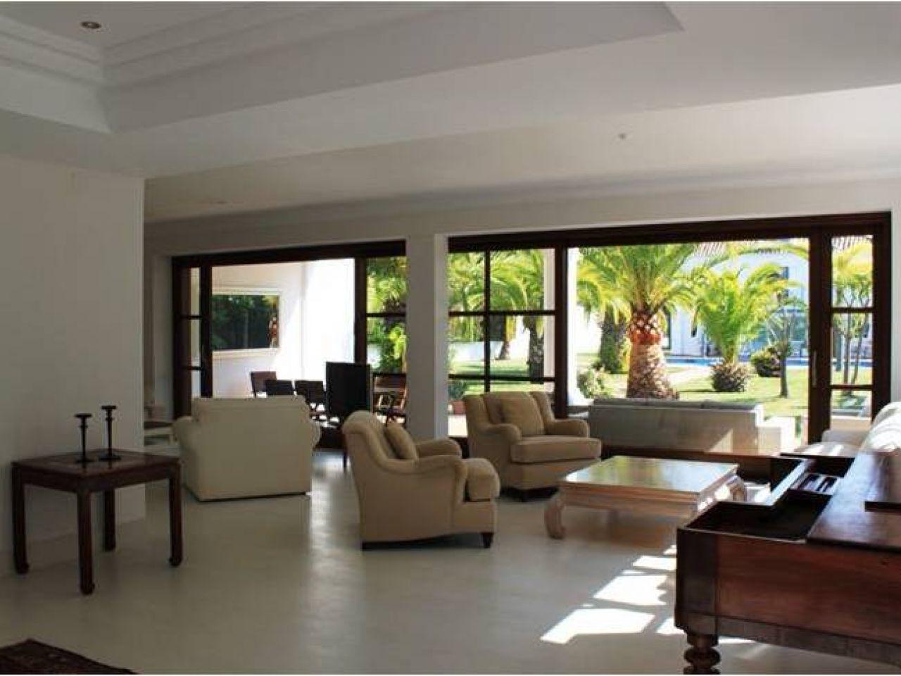 Property Of Una elegante villa nueva situada cerca de la playa