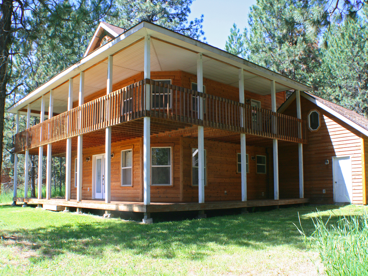 Single Family Home for Sale at Stunning Cedar Home 499 Quinns Lane Cocolalla, Idaho 83813 United States