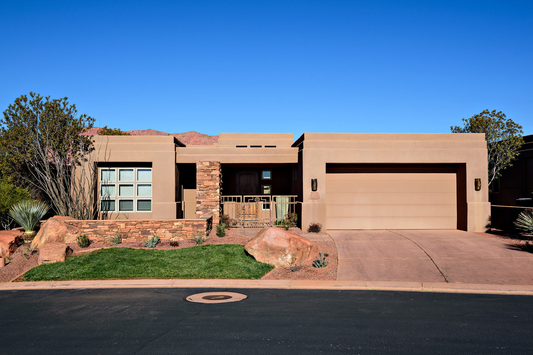 Casa Unifamiliar por un Venta en Wonderful Desert Home in Premier Community of Entrada 2410 W Entrada Trl #28 St. George, Utah 84770 Estados Unidos