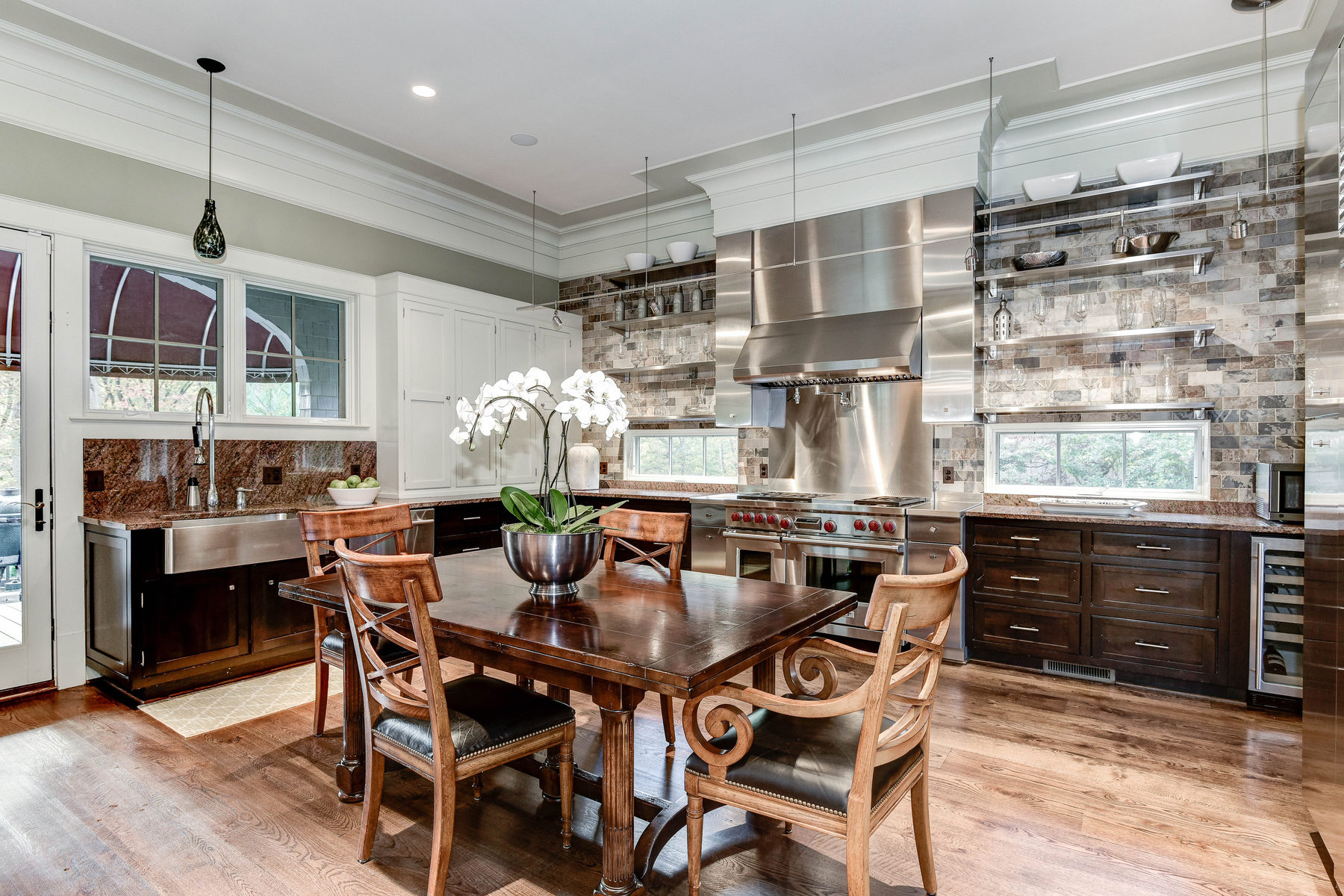 Additional photo for property listing at 412 Chain Bridge Road, Mclean 412 Chain Bridge Rd McLean, Virginia 22101 United States