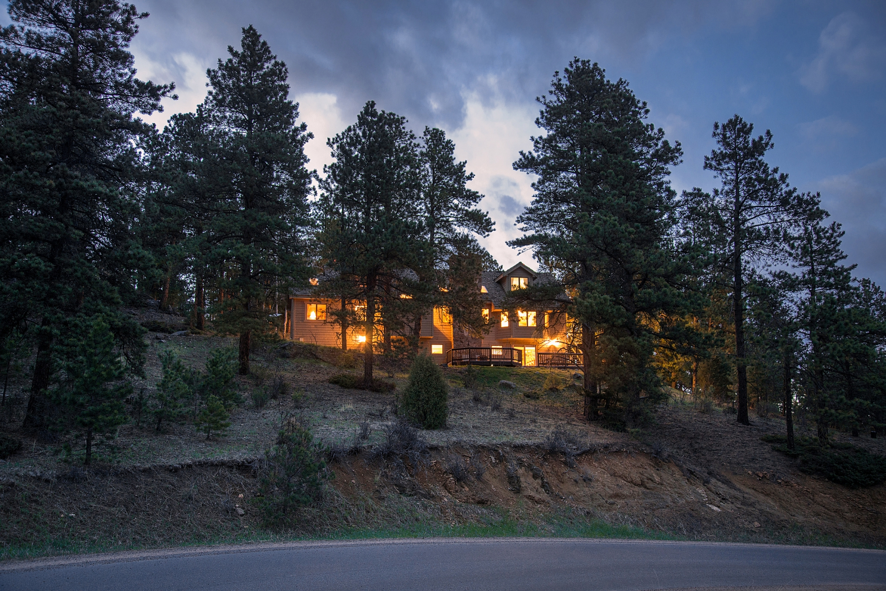 Vivienda unifamiliar por un Venta en Exceptional North Evergreen Location 639 Soda Creek Drive Evergreen, Colorado 80439 Estados Unidos