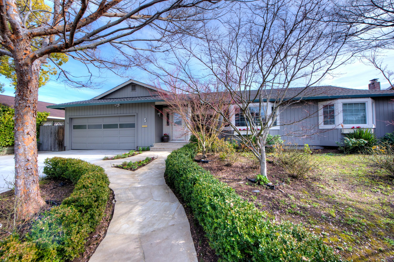 Casa Unifamiliar por un Venta en Home Sweet Home 5 Piper Court Novato, California 94947 Estados Unidos