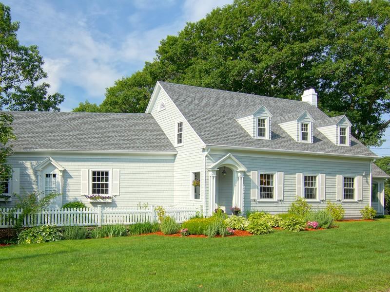Einfamilienhaus für Verkauf beim Charming Classic Cape in Exclusive Straws Point 114 Straws Point Road Rye, New Hampshire 03870 Vereinigte Staaten
