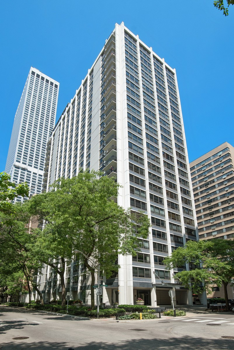 共管式独立产权公寓 为 销售 在 Corner Unit with Panoramic Southern Views 222 E Pearson Street Unit 2202 Near North Side, 芝加哥, 伊利诺斯州, 60611 美国