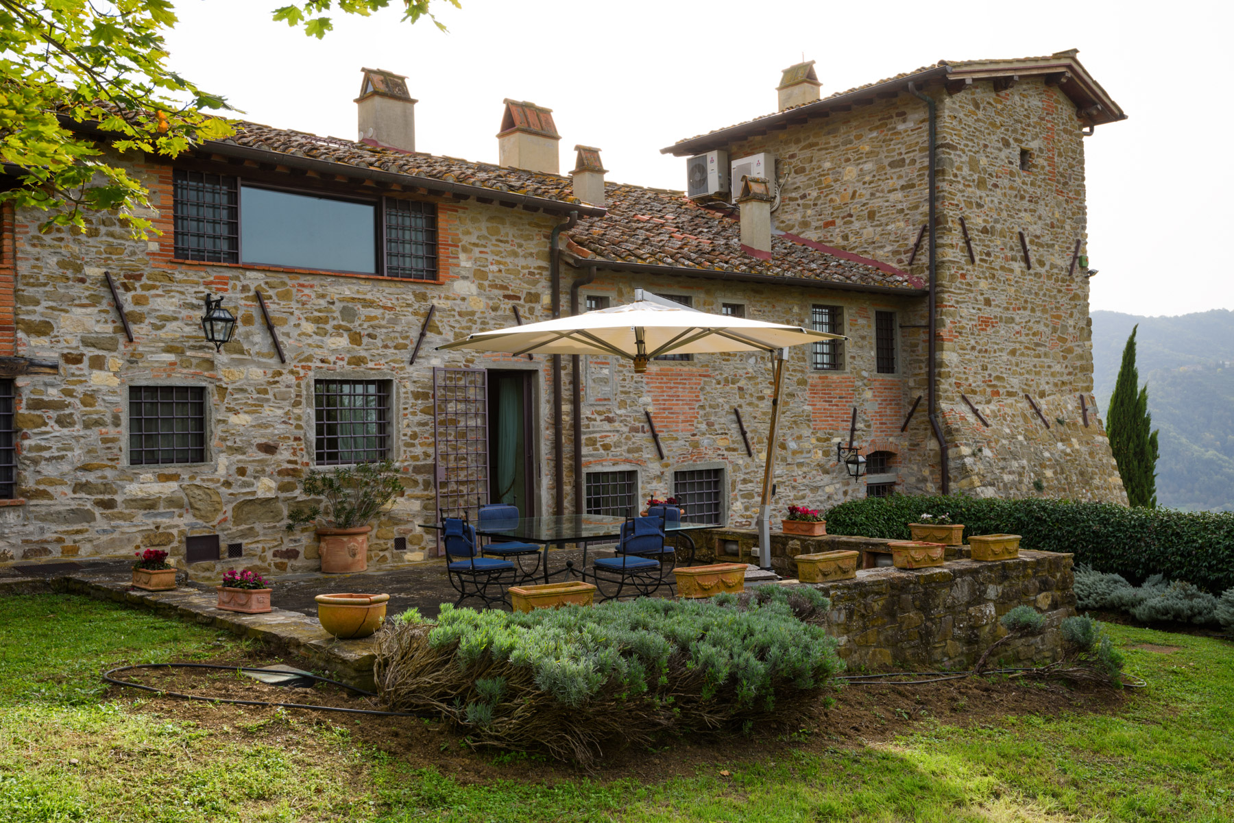 Additional photo for property listing at Magnificent country house in the heart of Chianti Via Rubbiana Other Florence, Florence 50022 Italien