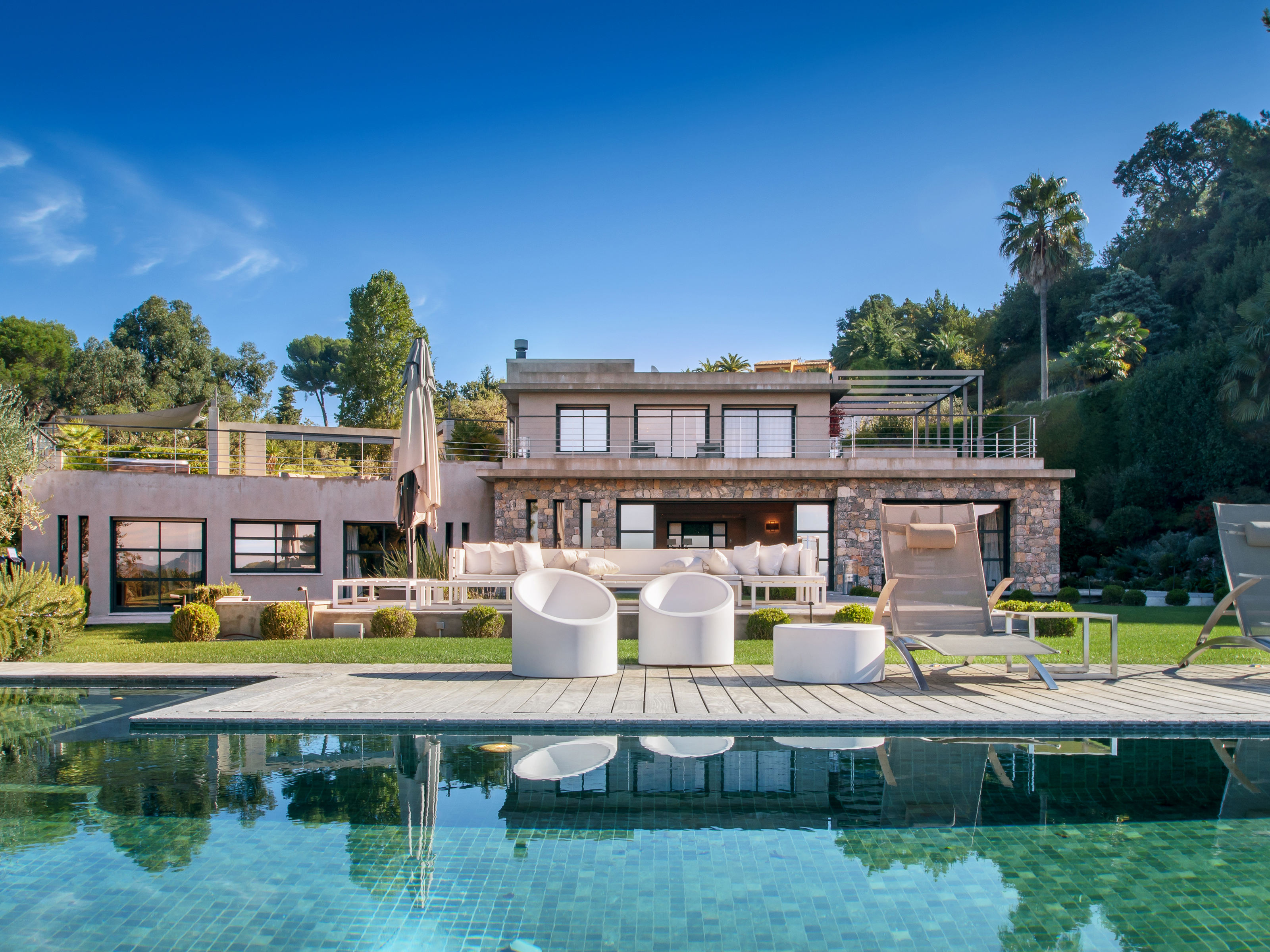 Single Family Home for Sale at Contemporary Estate in Cannes, Californie Cannes, Provence-Alpes-Cote D'Azur 06400 France