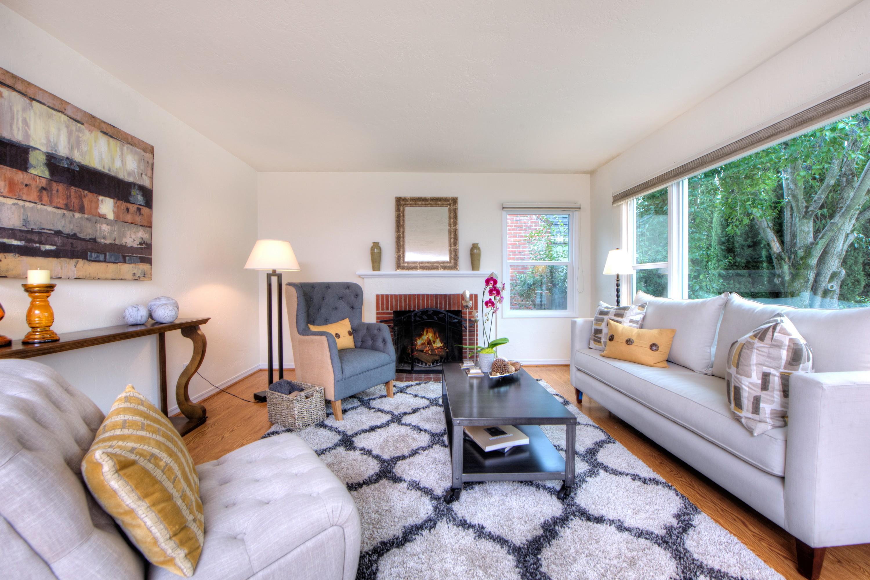 Casa Unifamiliar por un Venta en Sweet Contemporary Cottage 1412 Sir Francis Drake Blvd. San Anselmo, California 94960 Estados Unidos