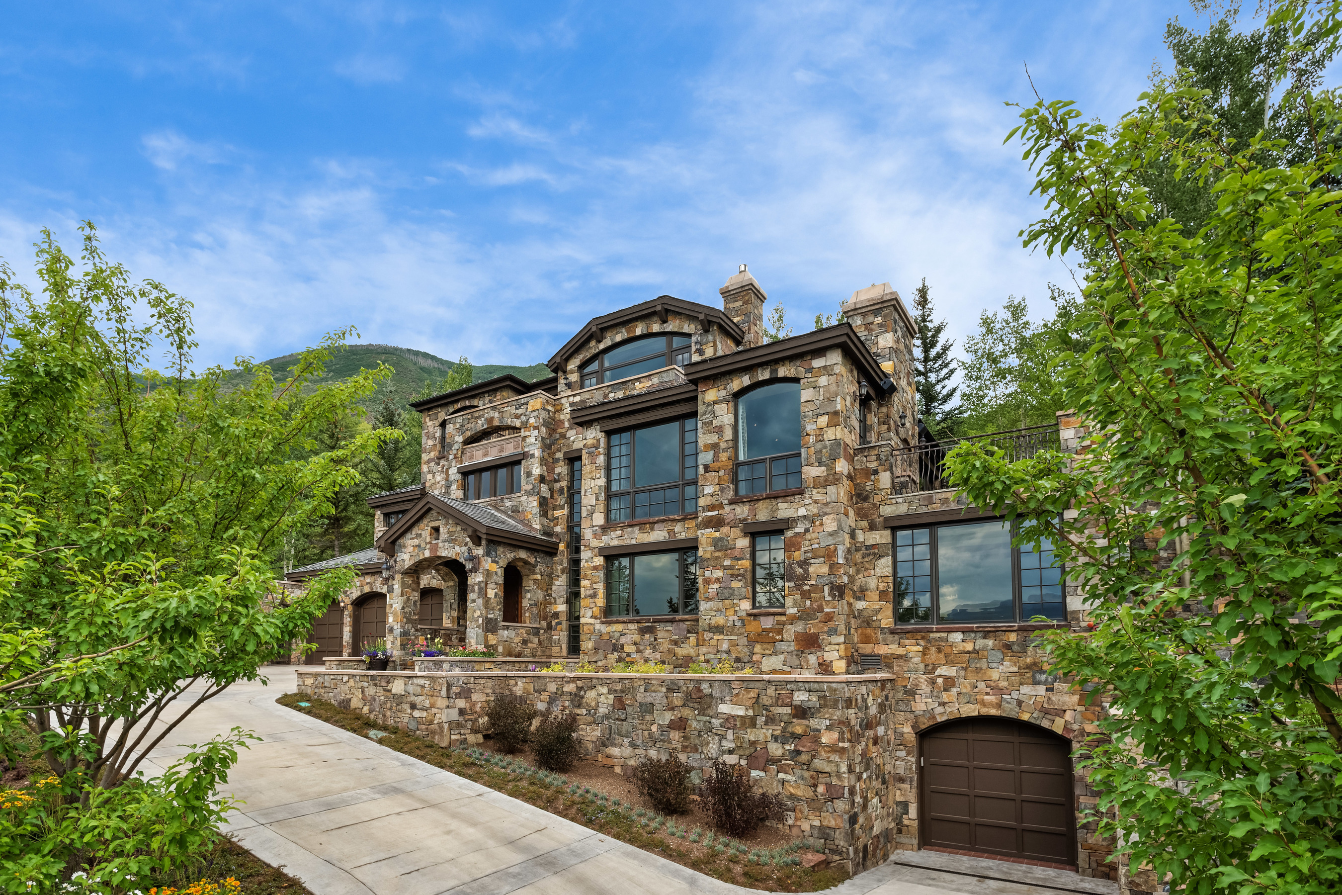 단독 가정 주택 용 매매 에 Elevated Living on Red Mountain 1124 Red Mountain Road Red Mountain, Aspen, 콜로라도, 81611 미국