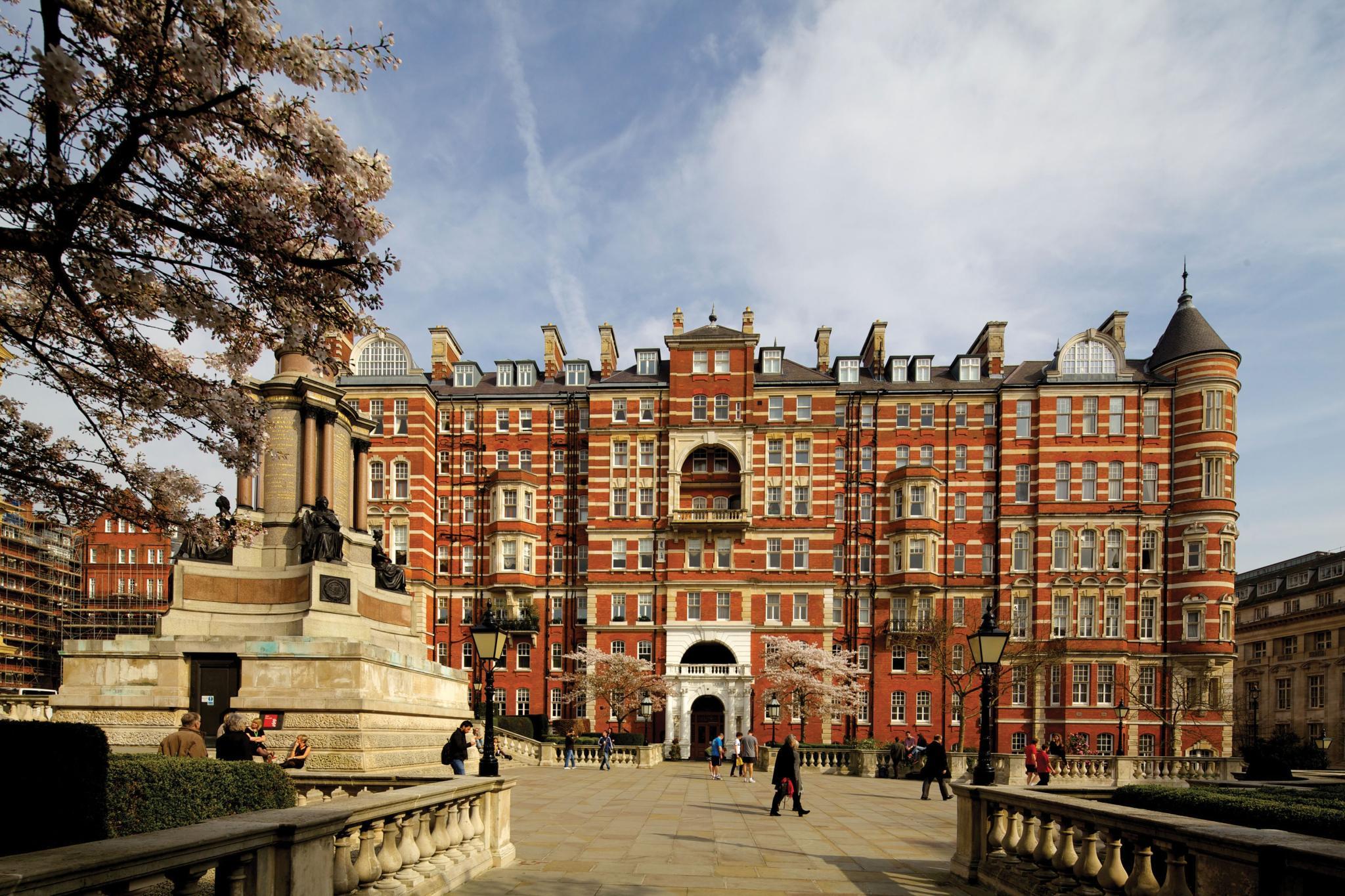 公寓 為 出售 在 Albert Court London, 英格蘭 英國