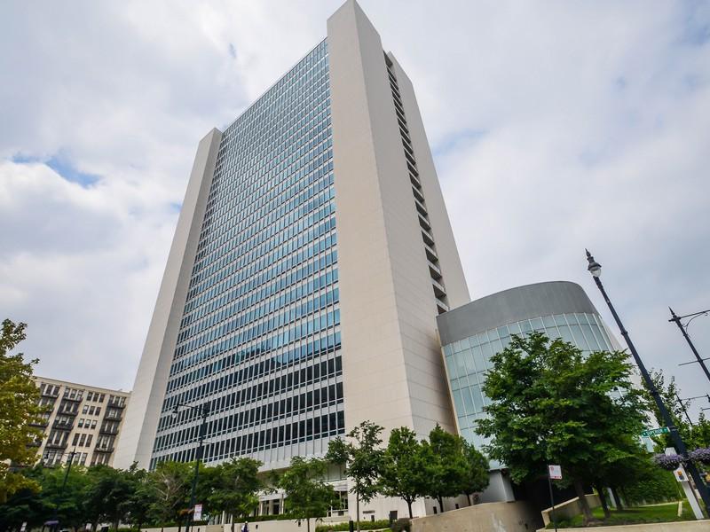 Appartement en copropriété pour l Vente à Stunning Corner Condo 500 W Superior Street Unit 712 Near North Side, Chicago, Illinois 60654 États-Unis