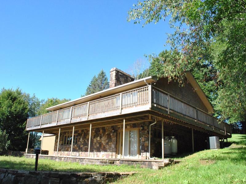 Single Family Home for Sale at Elk Hill Lodge 300 Elk Hill Drive Banner Elk, North Carolina 28604 United States