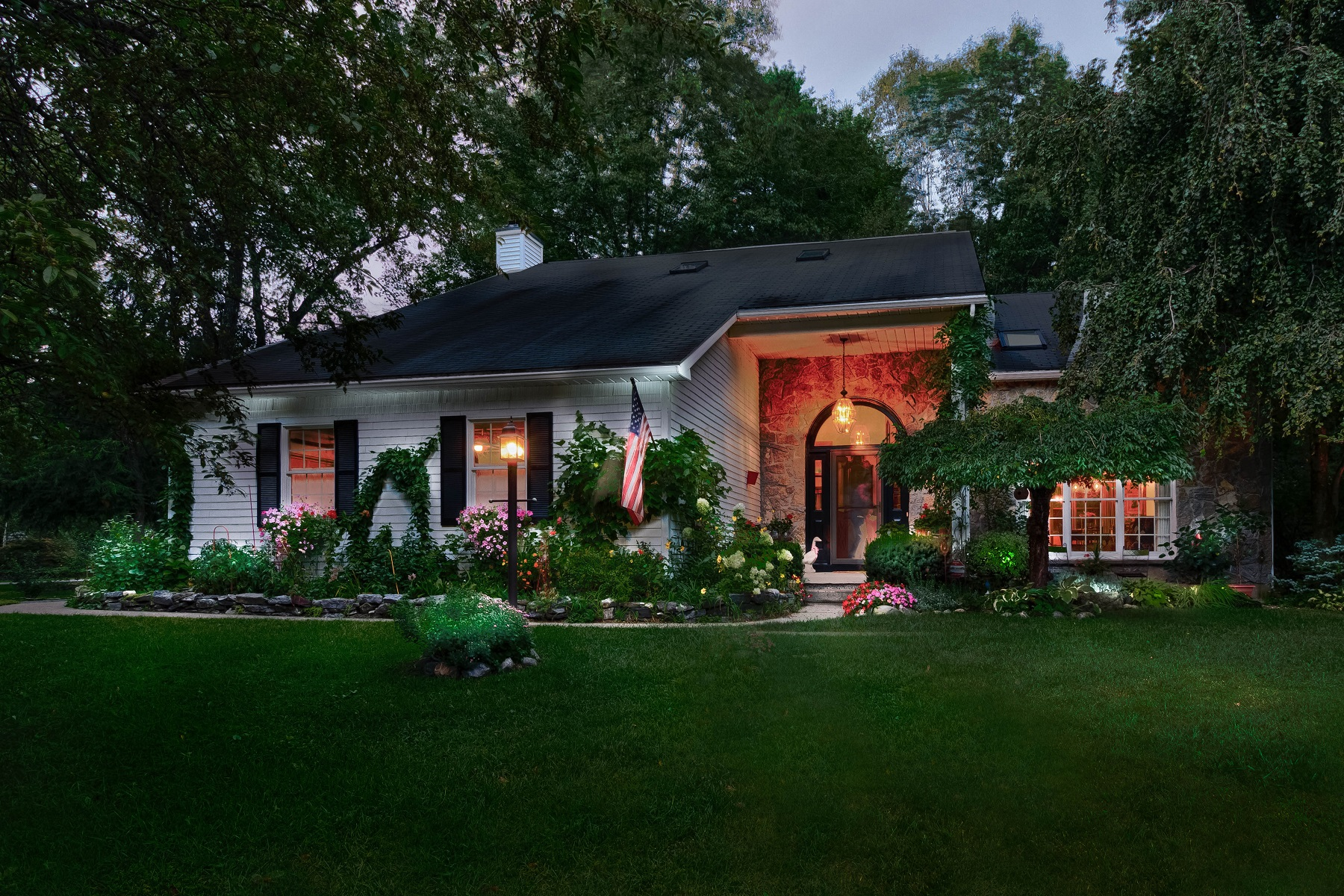 Nhà ở một gia đình vì Bán tại Custom Contemporary on the Golf Course 64 Fieldstone Dr Wilton, New York 12831 Hoa Kỳ
