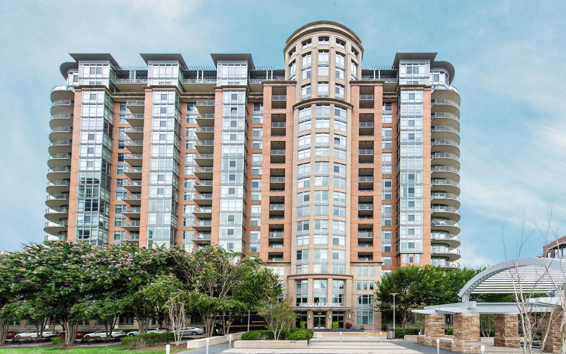 Condominio per Vendita alle ore 8220 Crestwood Heights Drive 1401, Mclean 8220 Crestwood Heights Dr 1401 McLean, Virginia 22102 Stati Uniti