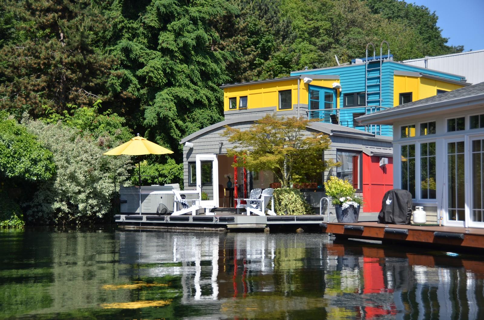 단독 가정 주택 용 매매 에 The Happy Floating Home 2466 Westlake Ave N # 19 Seattle, 워싱톤 98109 미국