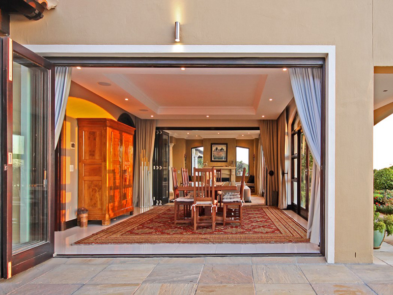 Property Of Exceptional house on the Stellenbosch Wine Route