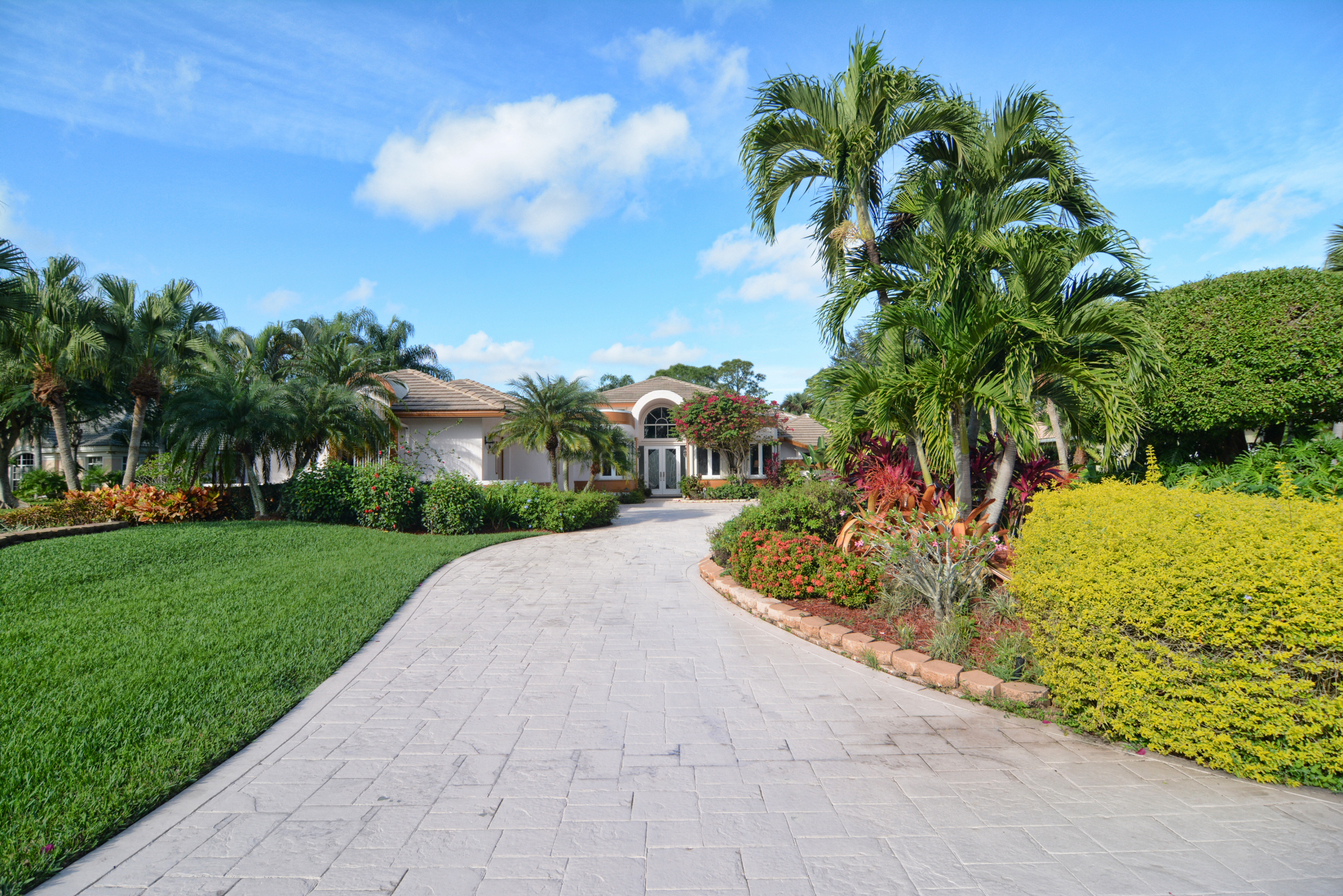 Maison unifamiliale pour l Vente à 8179 Lakeview Drive Ironhorse, West Palm Beach, Florida, 33412 États-Unis