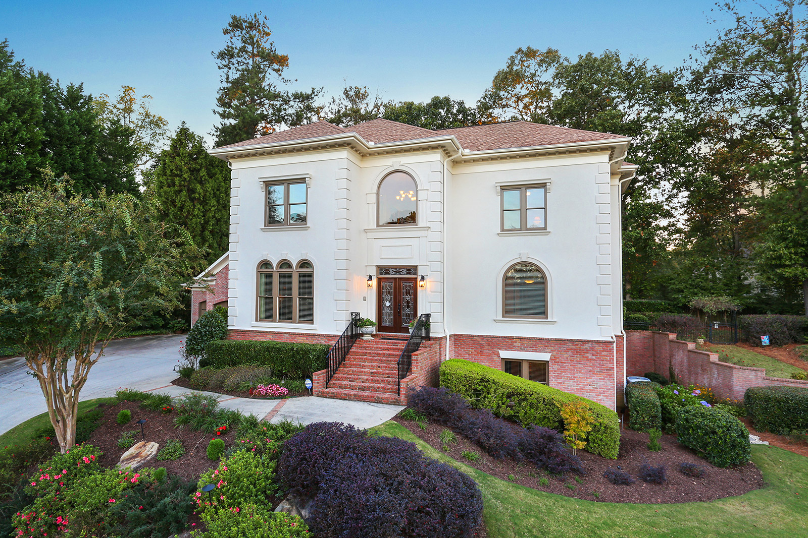 Maison unifamiliale pour l Vente à Beautiful Mediterranean Style with Master on Main 560 Kearny Street Alpharetta, Georgia 30022 États-Unis