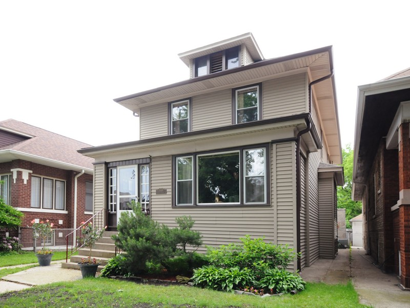 Casa Unifamiliar por un Venta en Classic Home in Ravenswood 2639 W Wilson Avenue Chicago, Illinois 60625 Estados Unidos