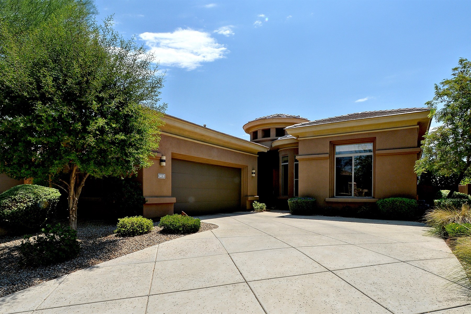 Vivienda unifamiliar por un Venta en Quality built Monterey home in prestigious community of Grayhawk 8419 E Windrunner DR Scottsdale, Arizona 85255 Estados Unidos