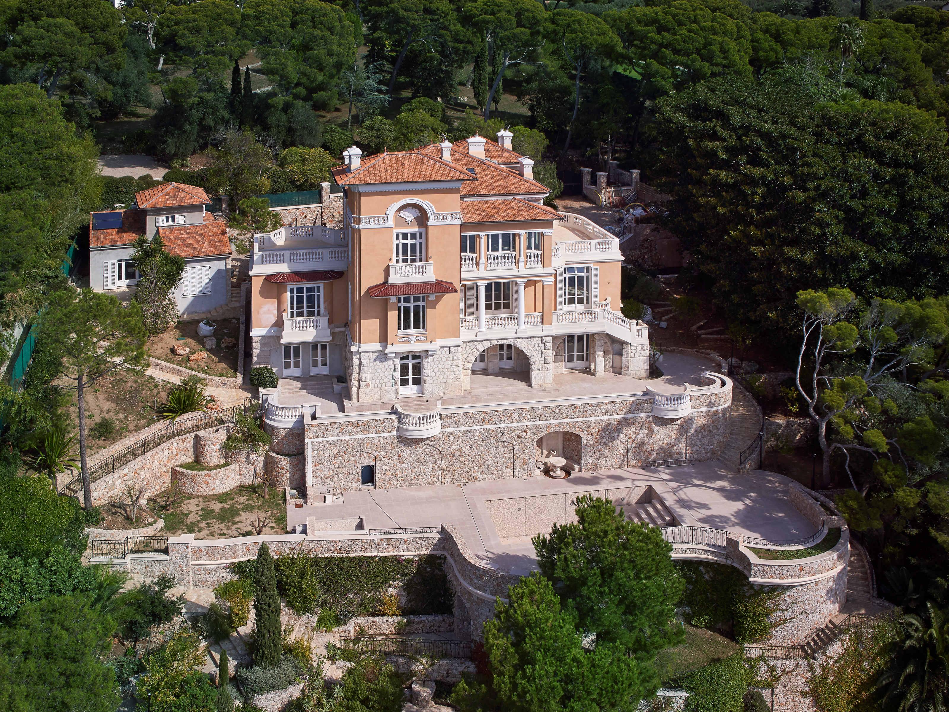 Разнобразная частная недвижимость для того Продажа на Hotel Particulier Roquebrune Cap Martin Roquebrune Cap Martin, Прованс-Альпы-Лазурный Берег 06190 Франция