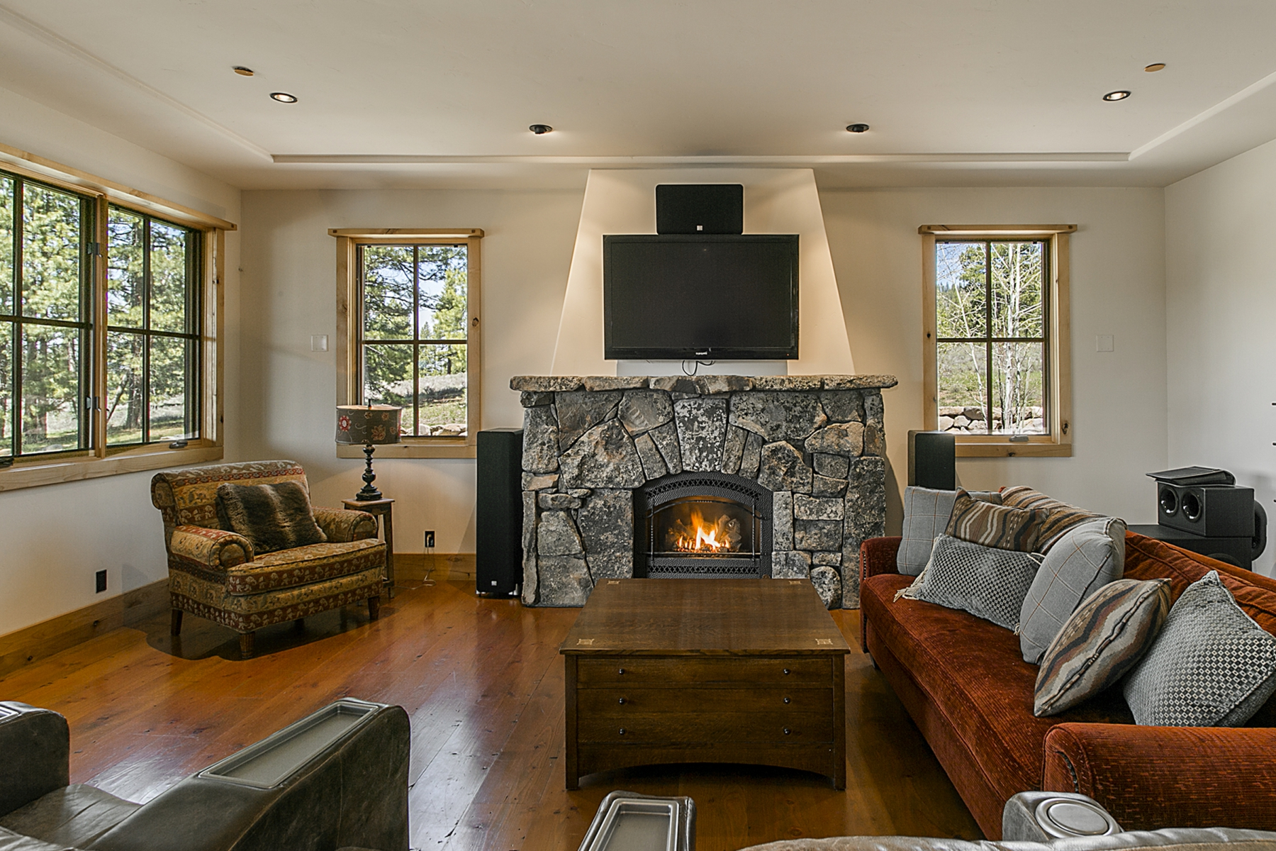 Additional photo for property listing at 12568 Union Mills Road  Truckee, California 96161 United States