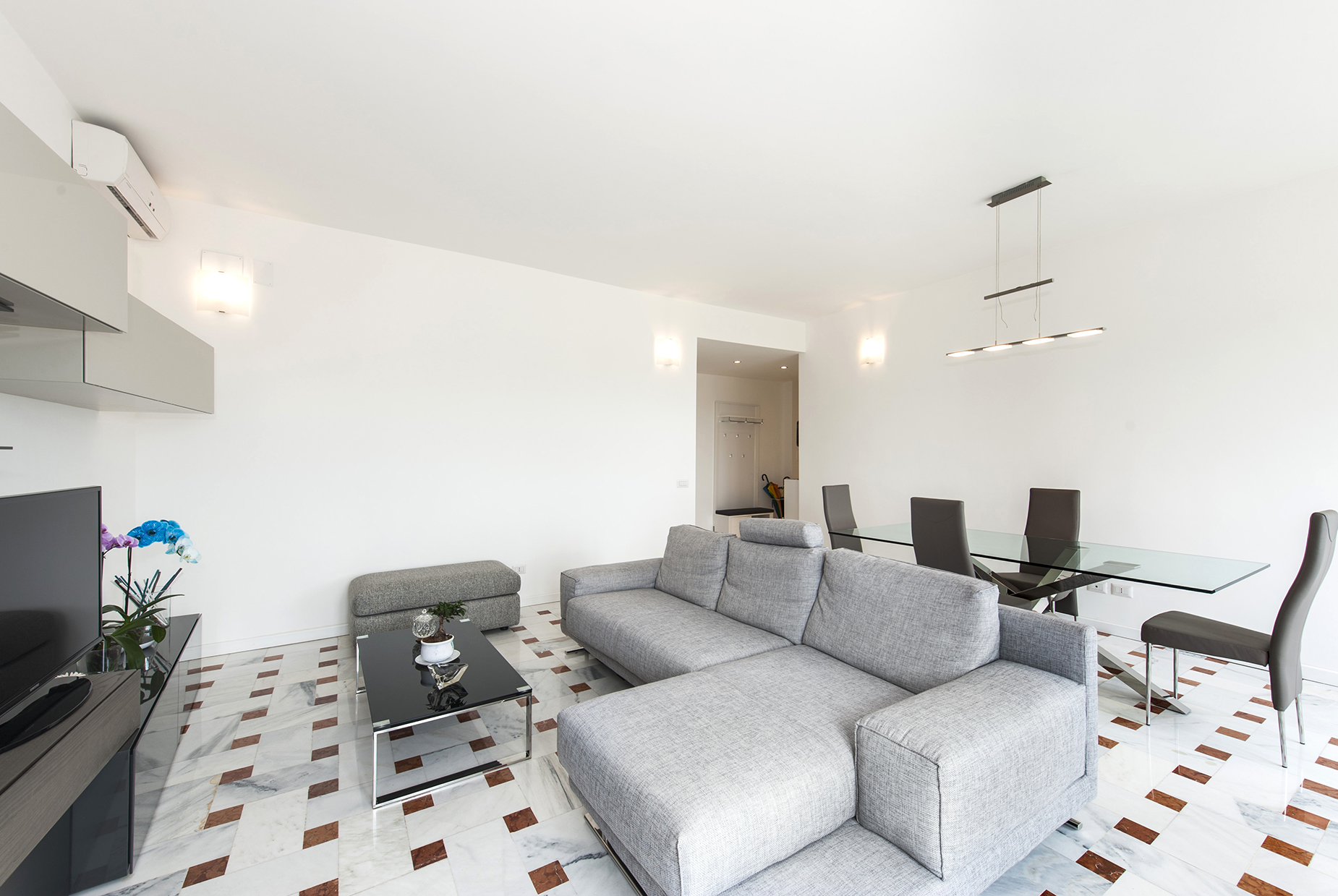 Additional photo for property listing at Panoramic apartment adjacent Piazza Tommasini Rome, Rome Italie