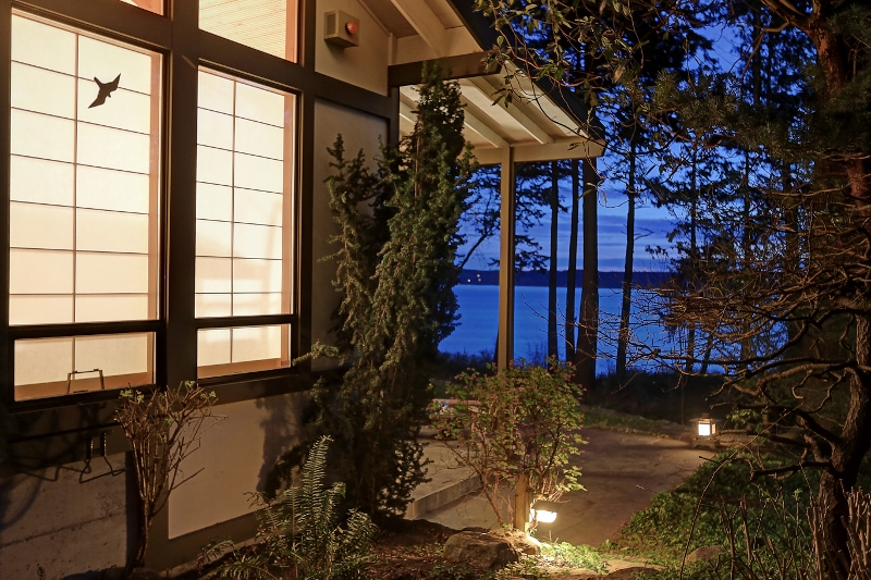 Частный односемейный дом для того Продажа на 1358 Seth Dr Camano Island, Вашингтон, 98282 Соединенные Штаты