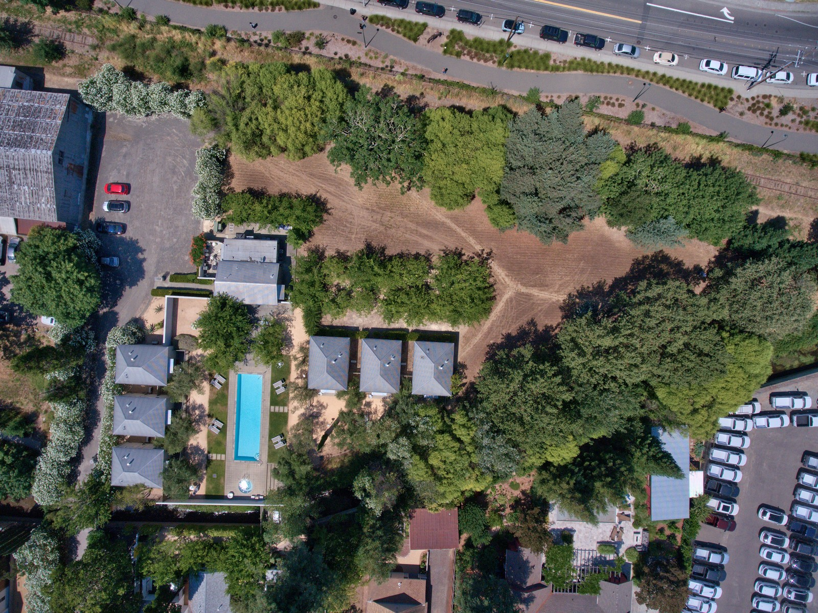 Additional photo for property listing at Urban Oasis - Mixed Use Family Compound 421 Foss Street Healdsburg, Калифорния 95448 Соединенные Штаты