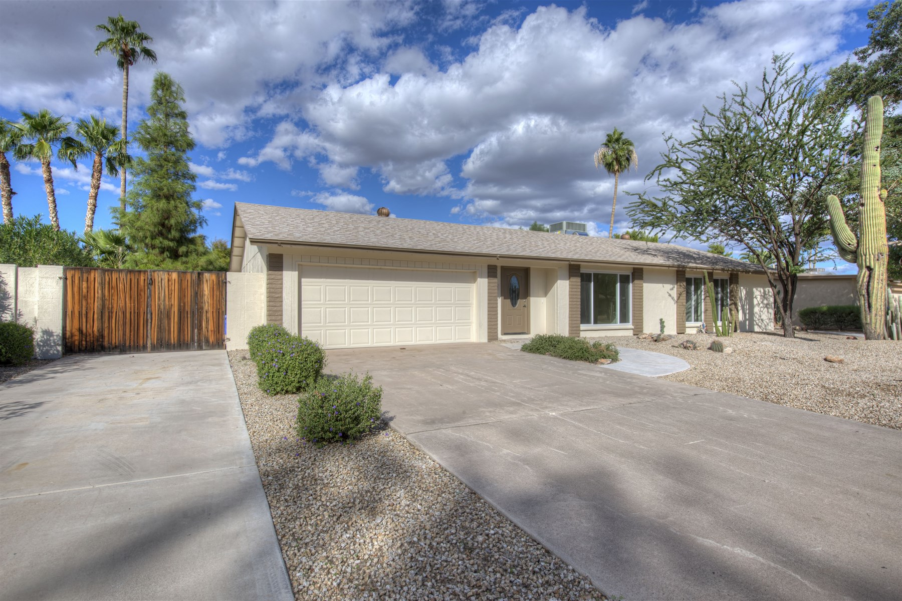 Single Family Home for Sale at Exquisitely and tastefully remodeled home in Tami Estates 5120 E Poinsettia Dr Scottsdale, Arizona 85254 United States
