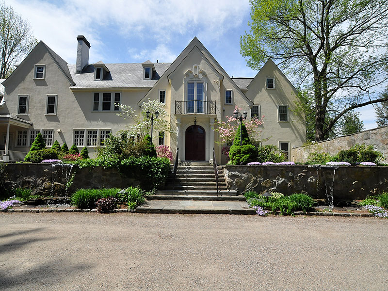 Single Family Home for Sale at Millbrook English Manor 605 Elm Street Walpole, Massachusetts, 02081 United States