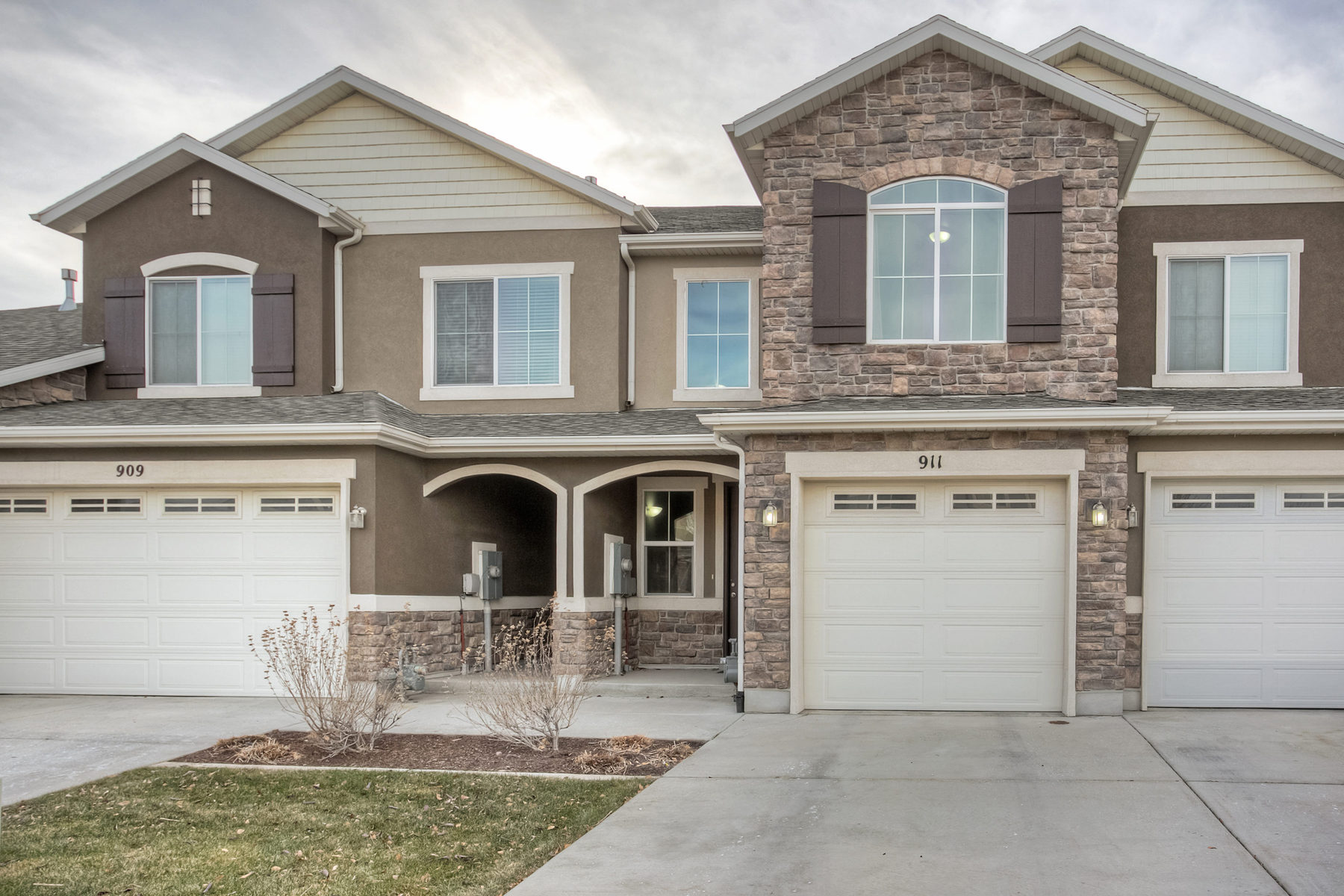 Single Family Home for Sale at Foxy Foxboro Townhouse 911 W Berkeley Dr Salt Lake City, Utah 84054 United States