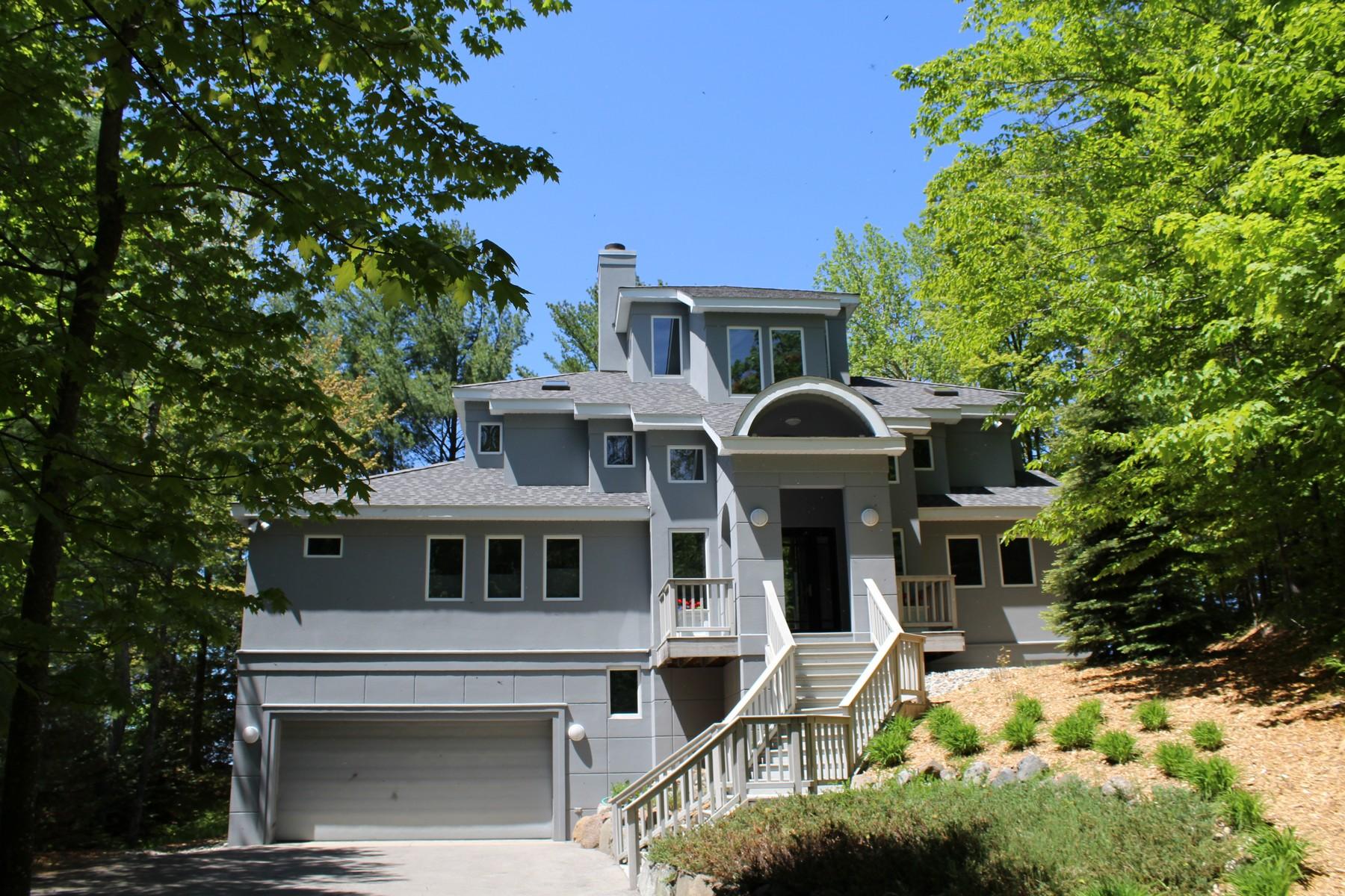Casa para uma família para Venda às 1903 San Marino Trail Kewadin, Michigan 49648 Estados Unidos