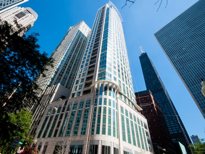 Condominium for Sale at Striking Cityscape Views! 50 E Chestnut Street Unit 2301 Chicago, Illinois 60611 United States